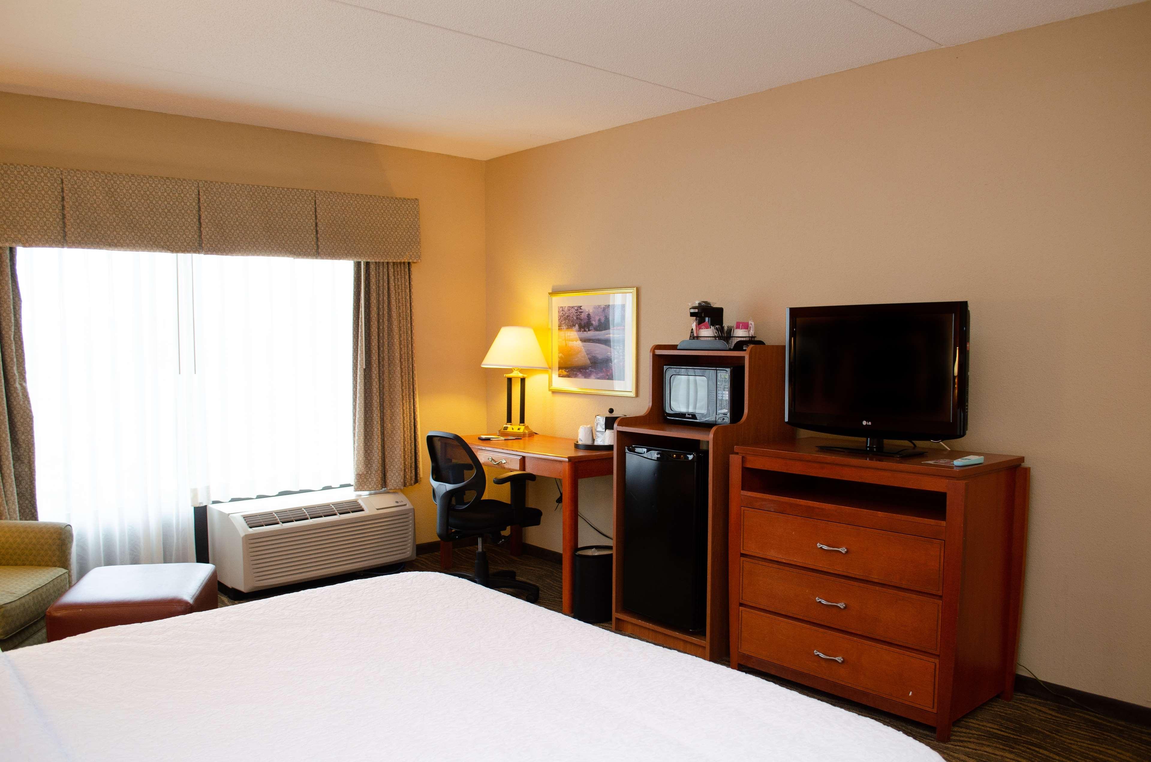 Hampton Inn & Suites Augusta West image 20