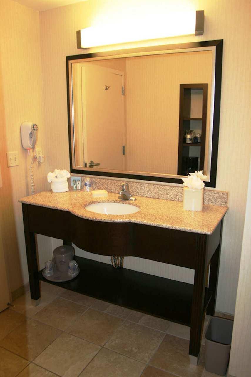 Hampton Inn & Suites Phoenix Glendale-Westgate image 0