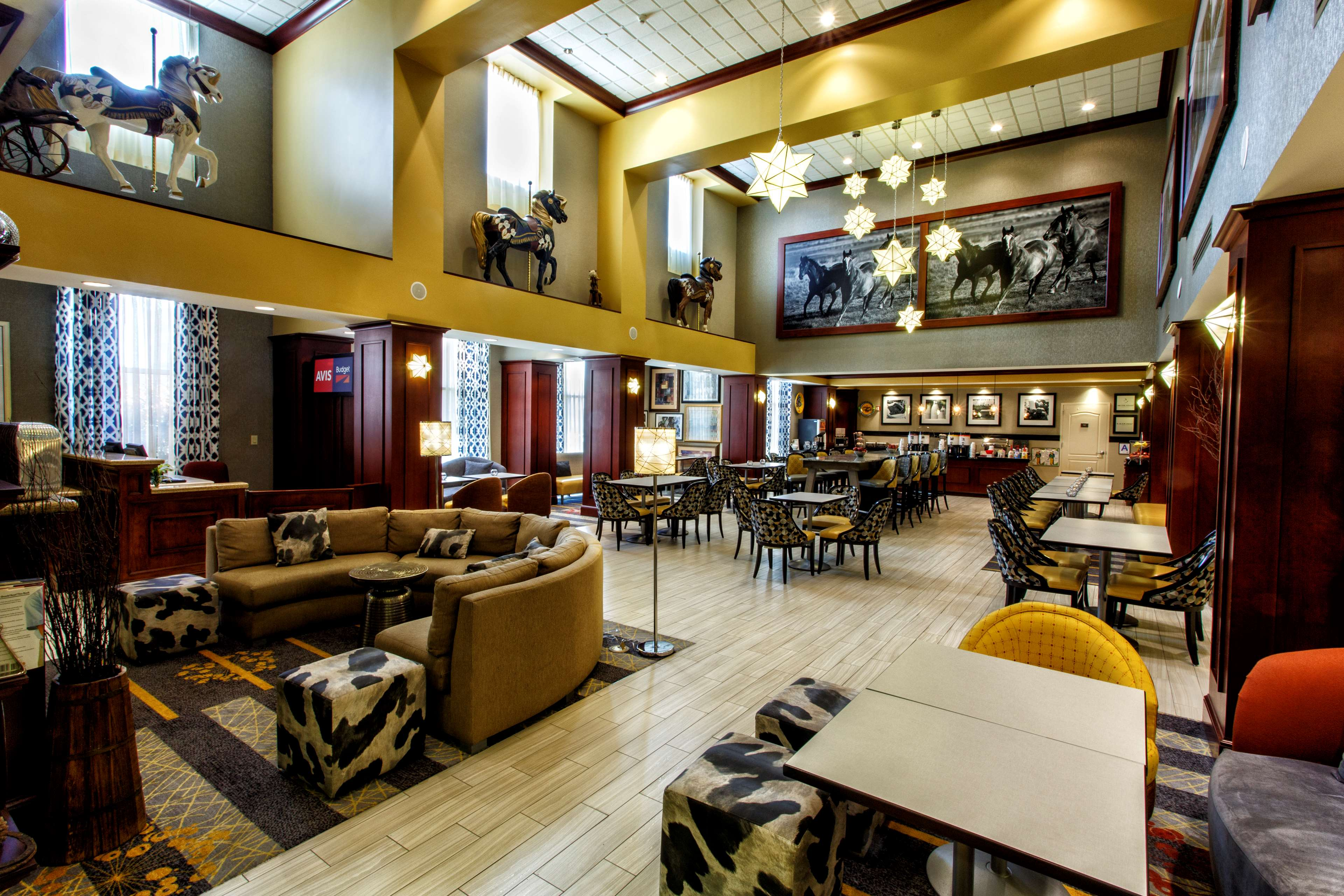 Hampton Inn & Suites Staten Island image 8
