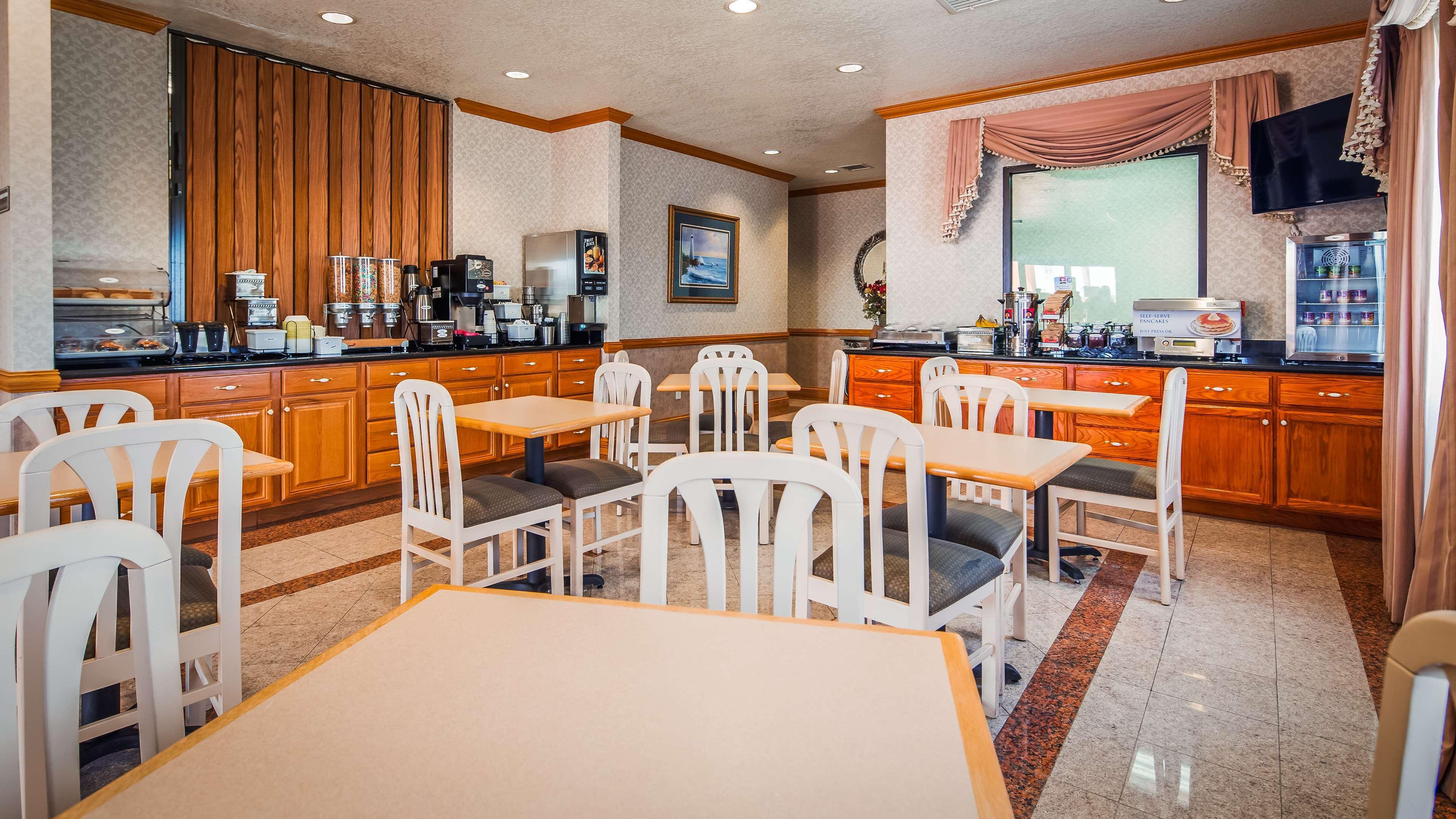 SureStay Hotel by Best Western Falfurrias image 27