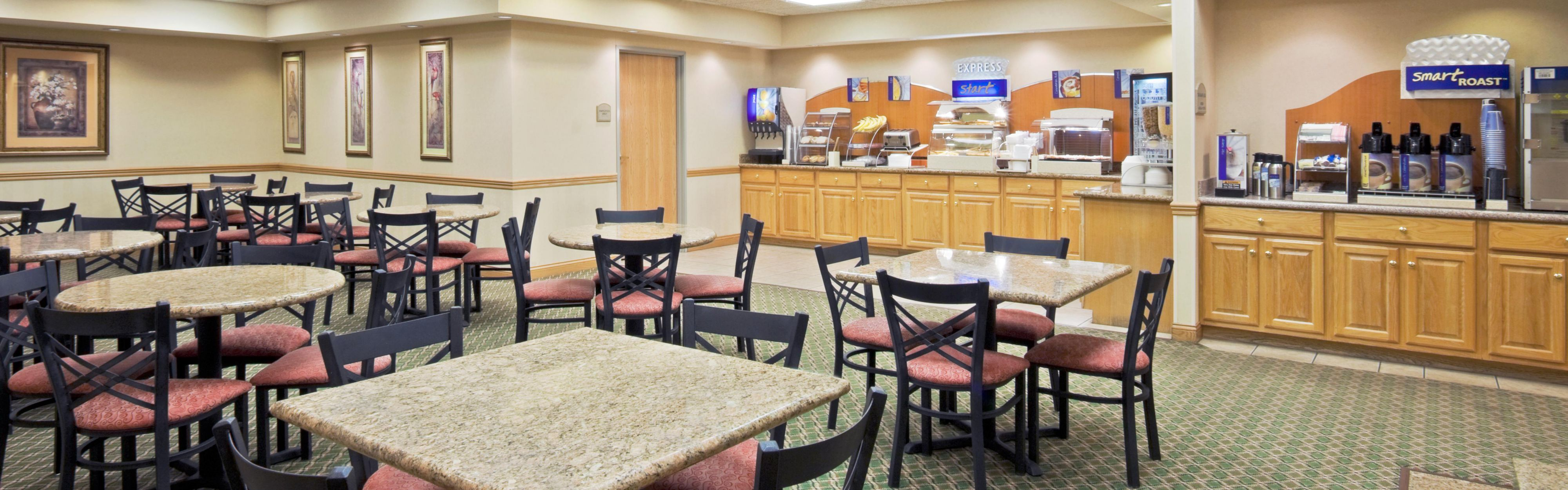 Holiday Inn Express & Suites Elkhart-South image 3