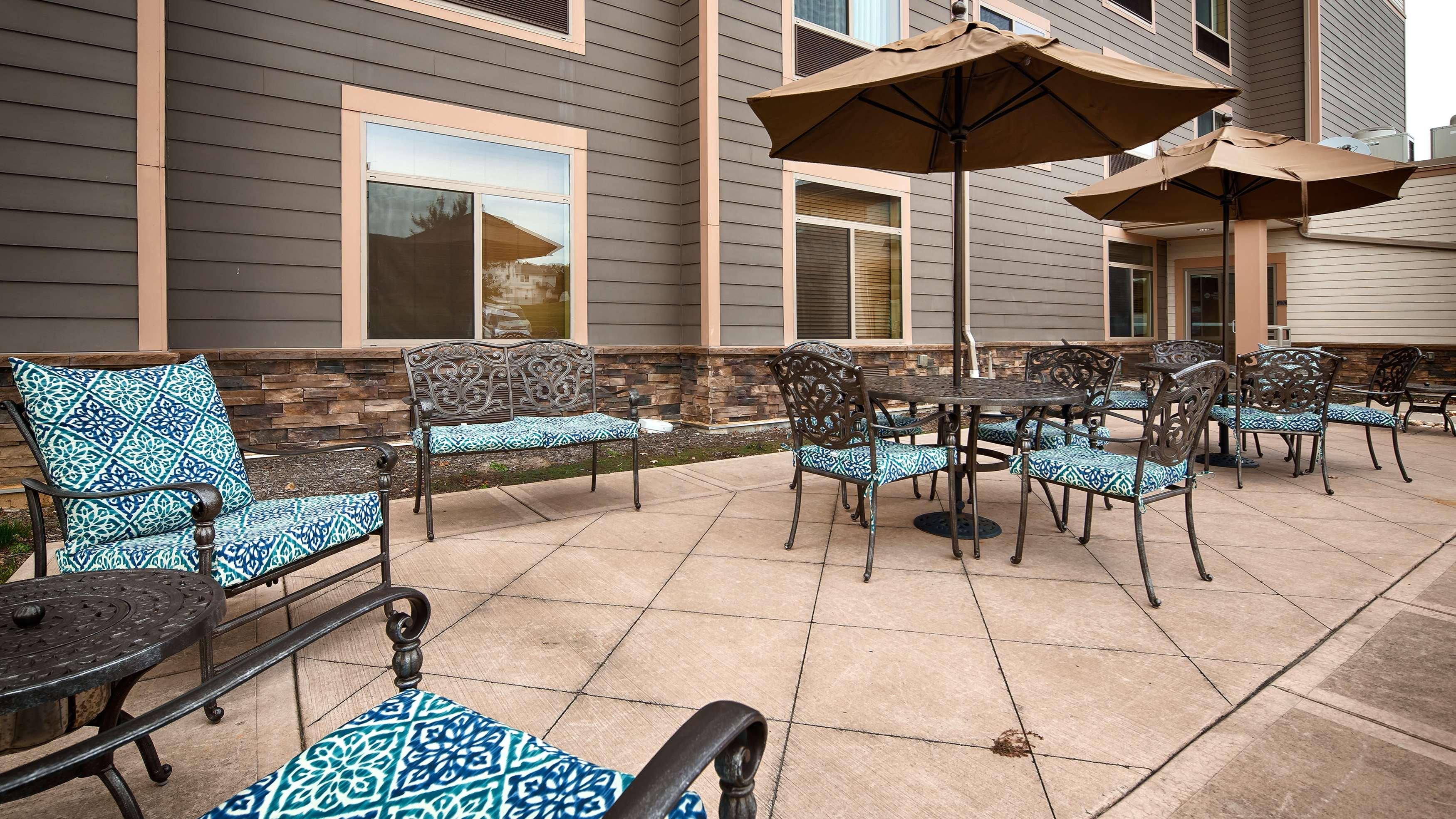 Best Western Plus University Park Inn & Suites image 1