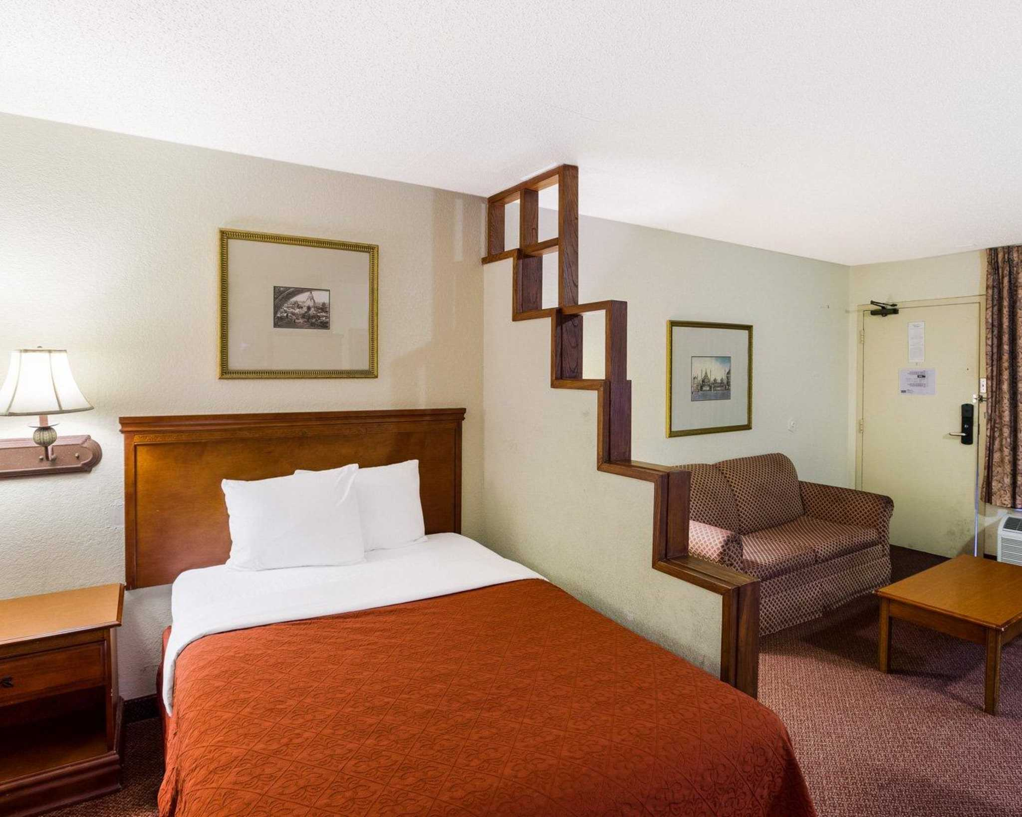 Rodeway Inn & Suites Fiesta Park image 0