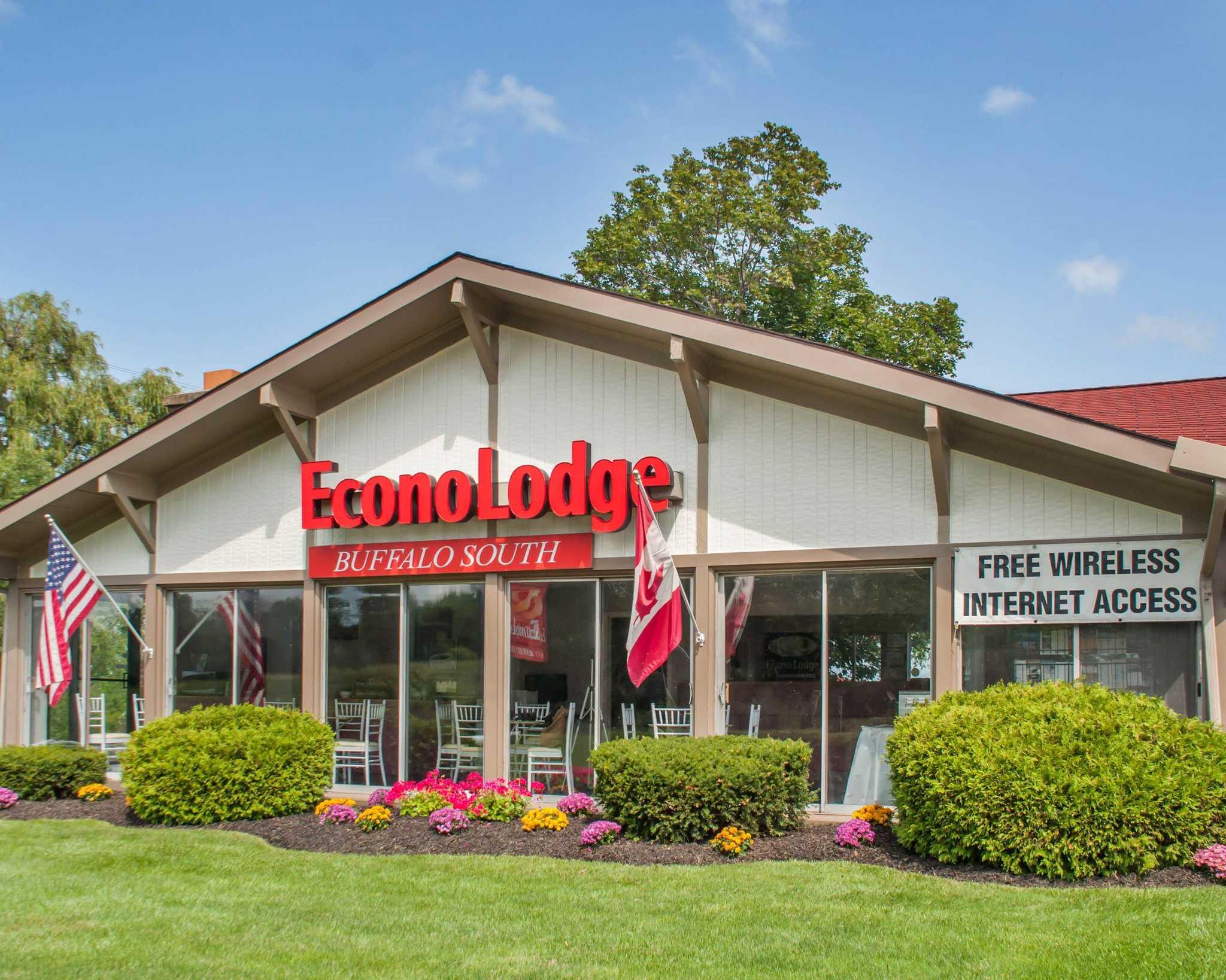 Econo Lodge Buffalo South image 1