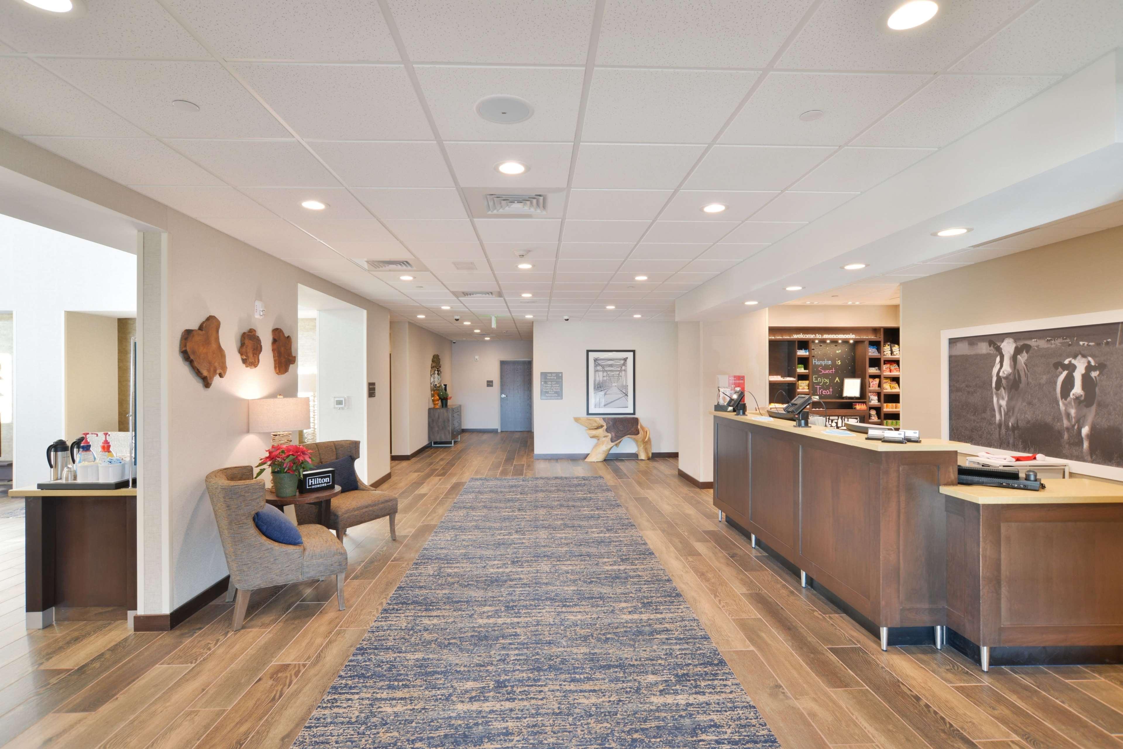 Hampton Inn & Suites Menomonie-UW Stout image 0