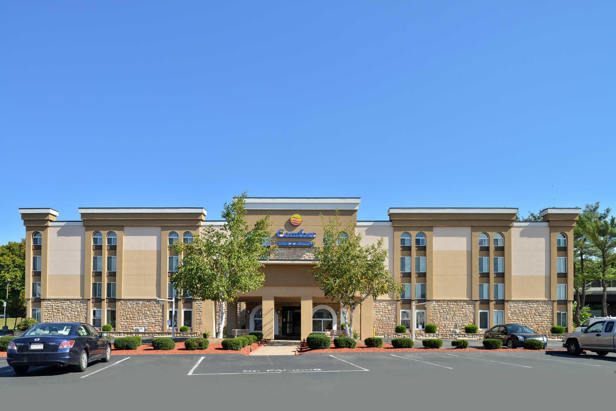 Comfort Inn & Suites East Hartford - Hartford image 2