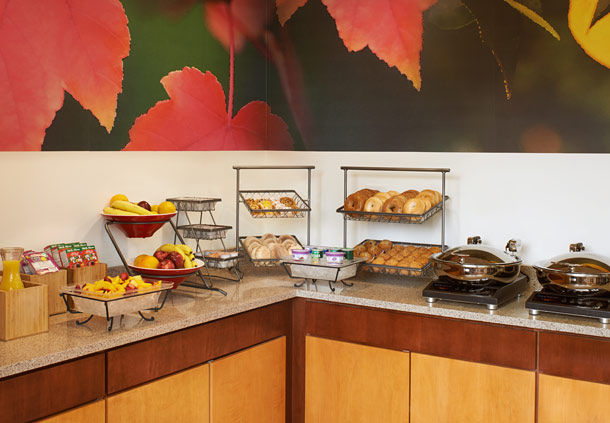 Fairfield Inn & Suites by Marriott Indianapolis East image 3