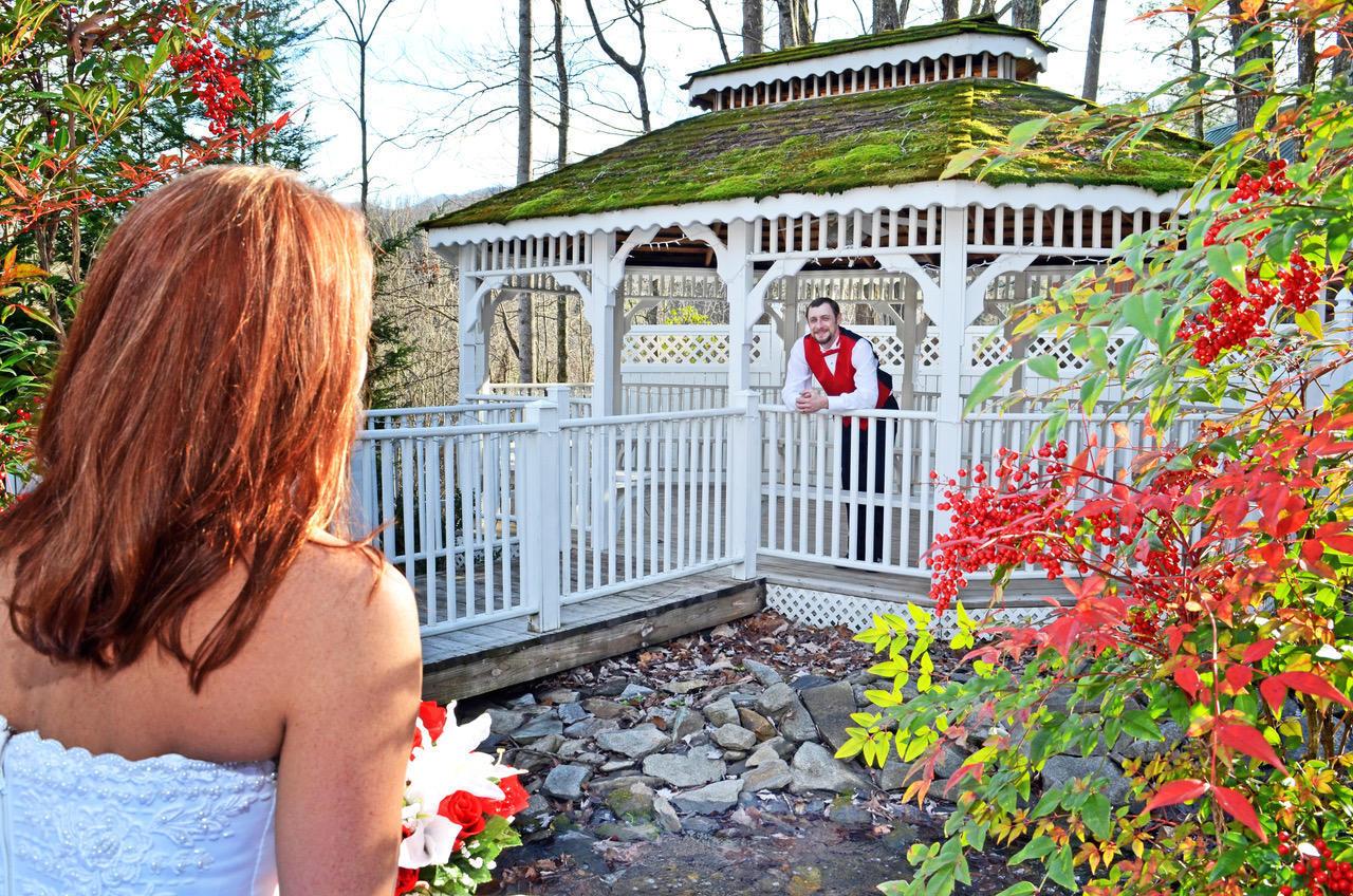 Wedding Chapel at Honeymoon Hills, Gatlinburg Wedding Chapel image 33