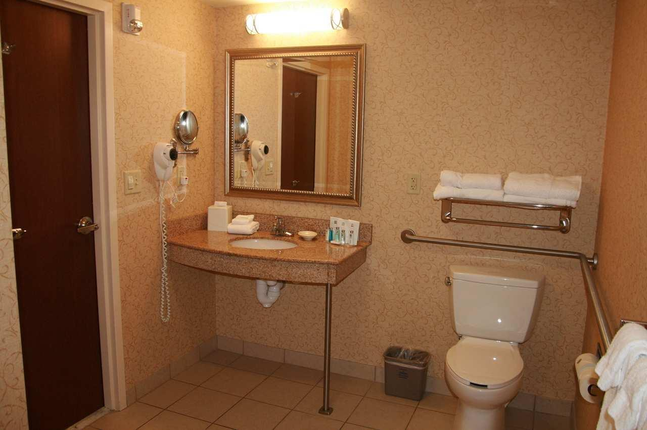 Hampton Inn & Suites Albany-Airport image 16