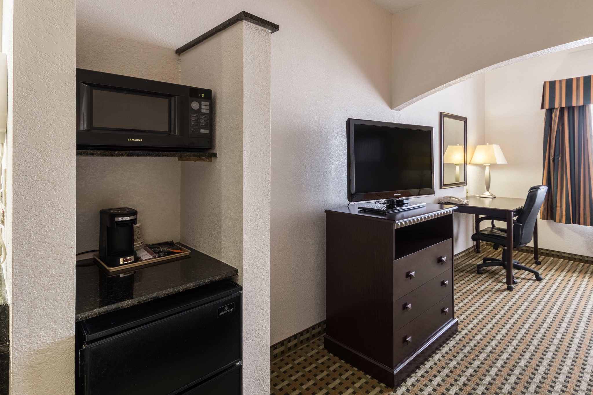 Quality Suites Burleson - Ft. Worth image 13