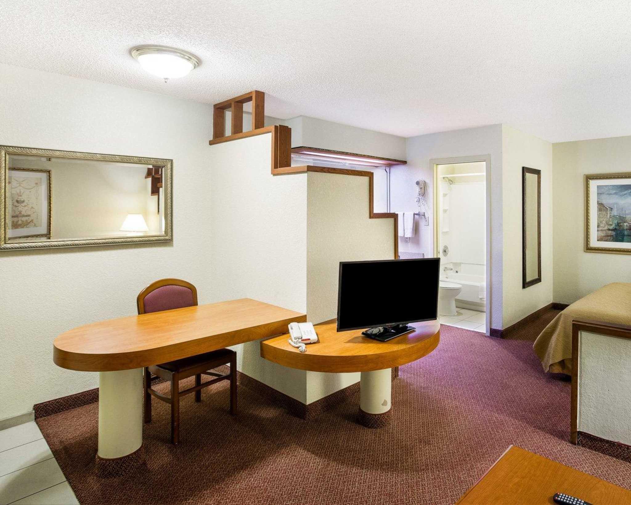 Rodeway Inn & Suites Fiesta Park image 38