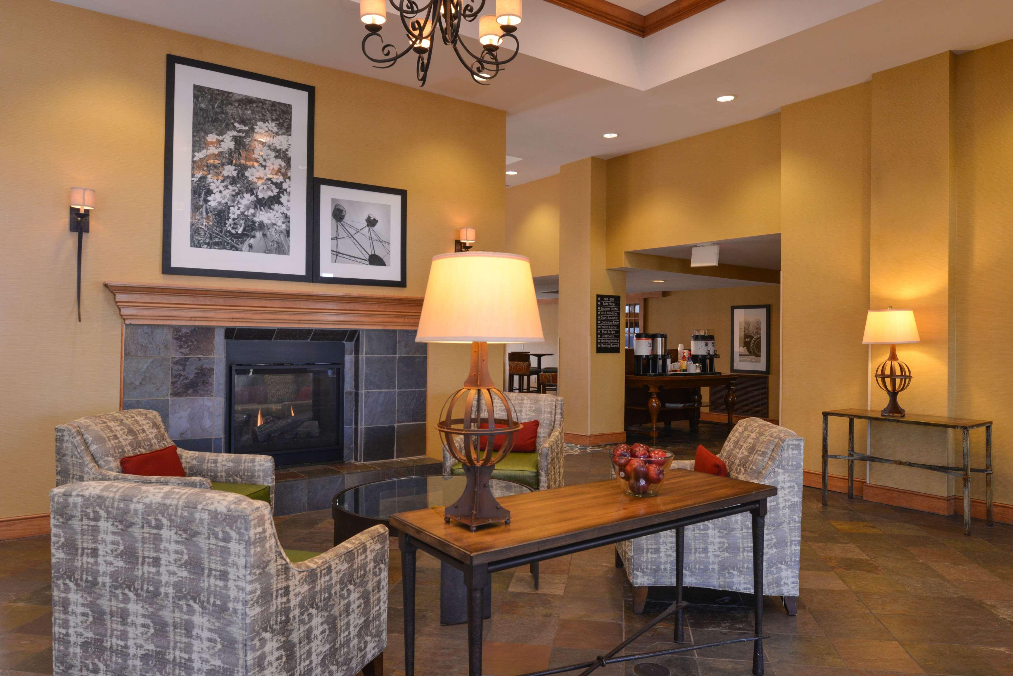 Hampton Inn & Suites Pueblo-Southgate image 3