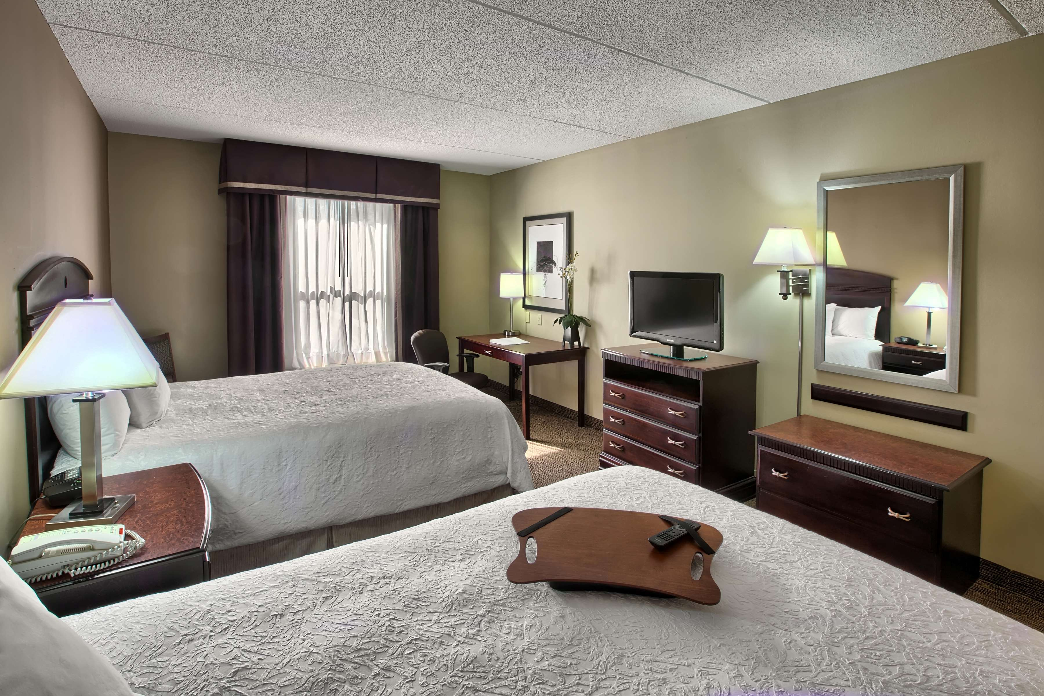 Hampton Inn & Suites Burlington image 13