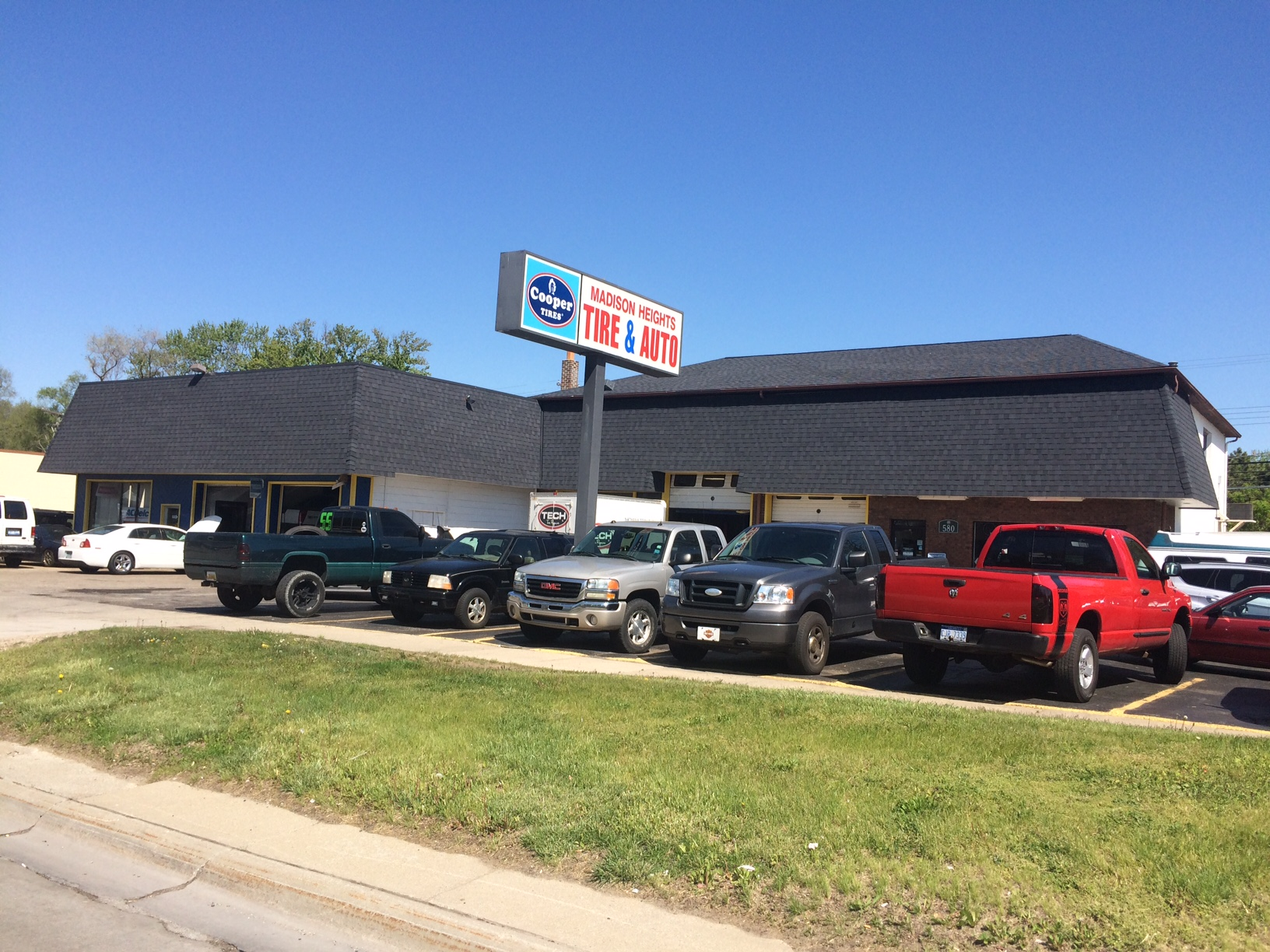 Madison Heights Tire & Auto image 2