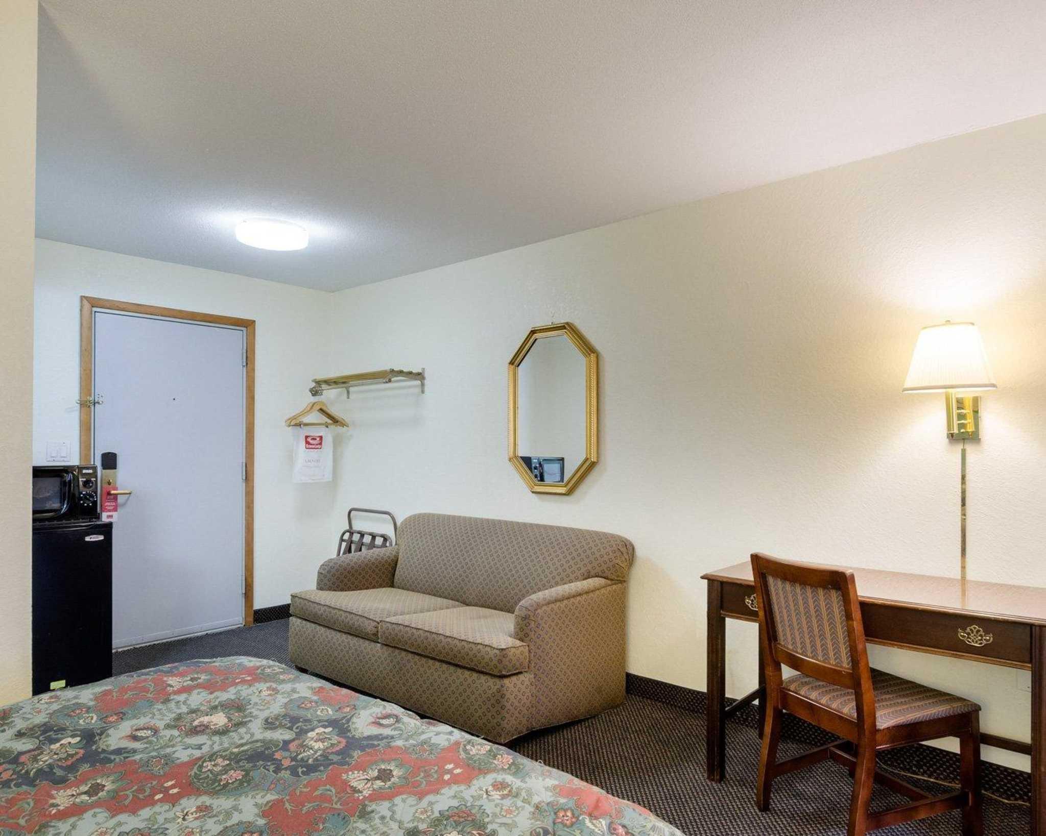 Econo Lodge image 16