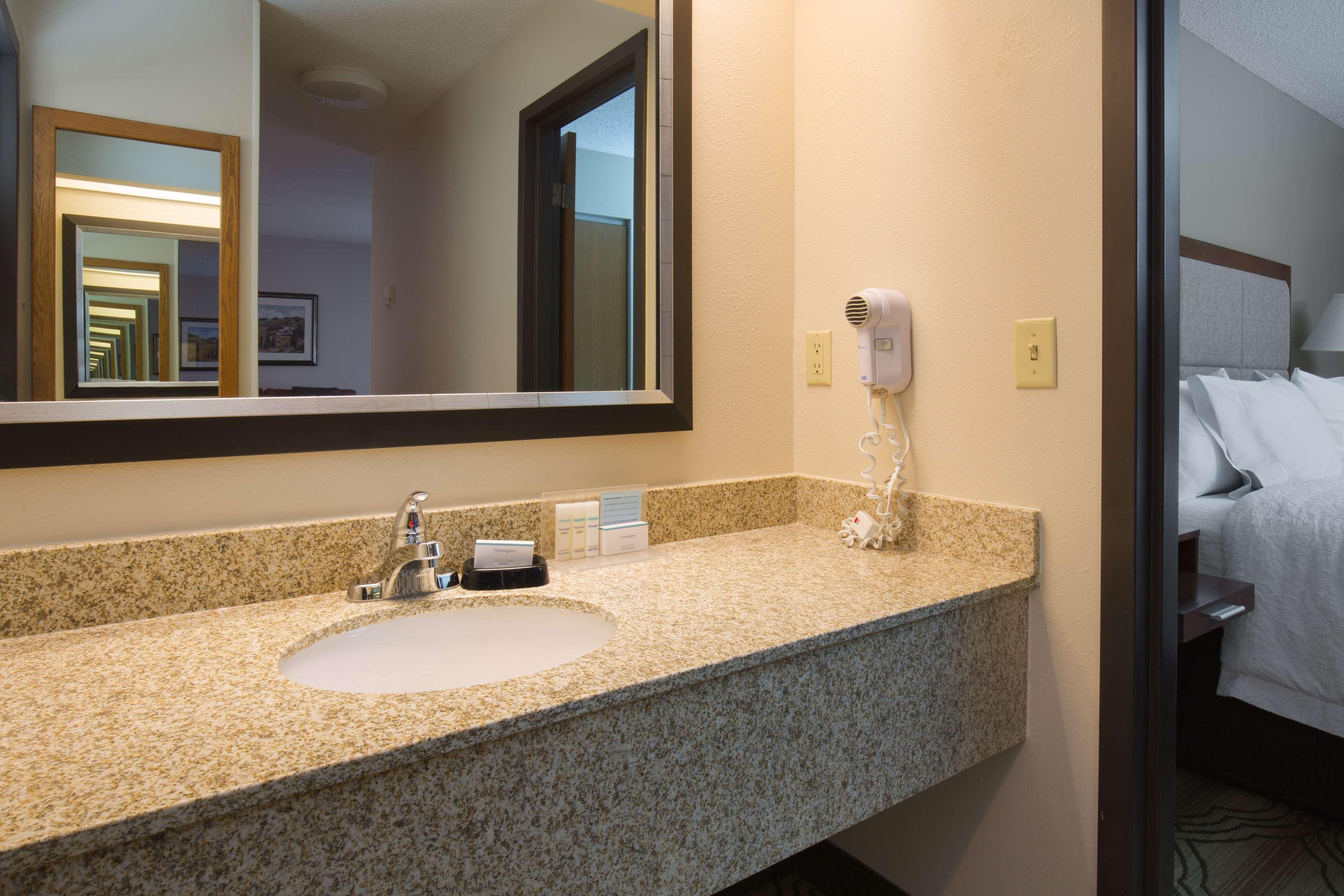 Hampton Inn & Suites Ft. Wayne-North image 18