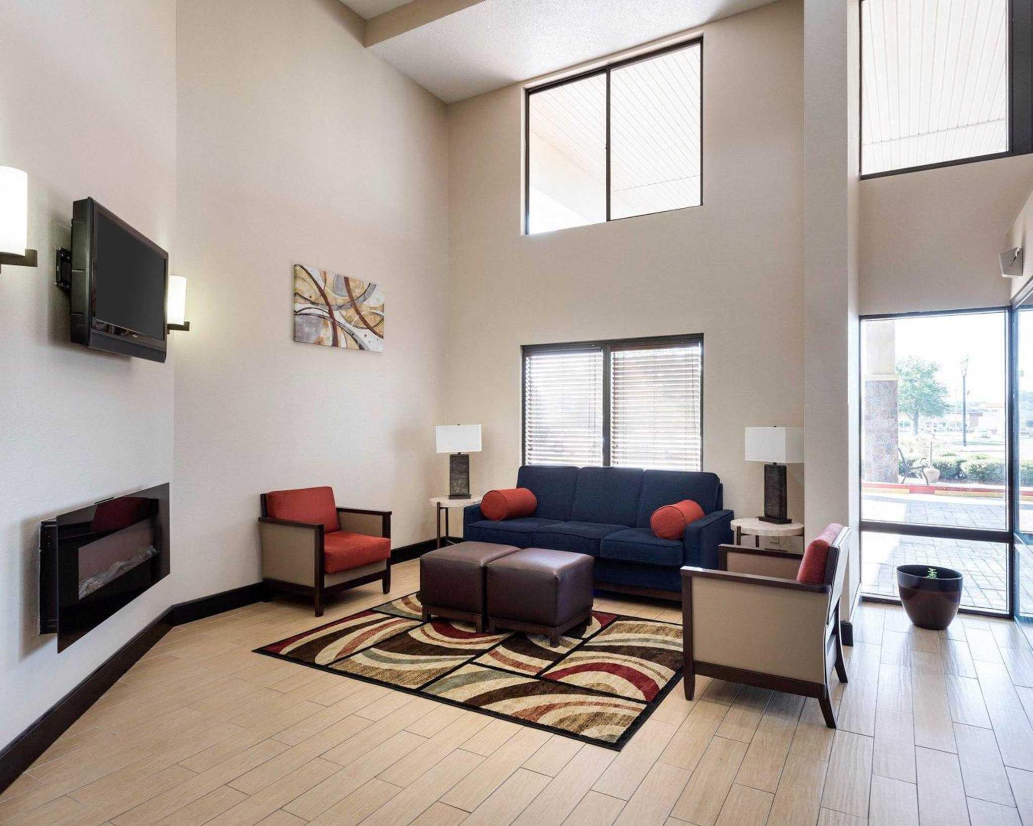 Quality Inn image 11