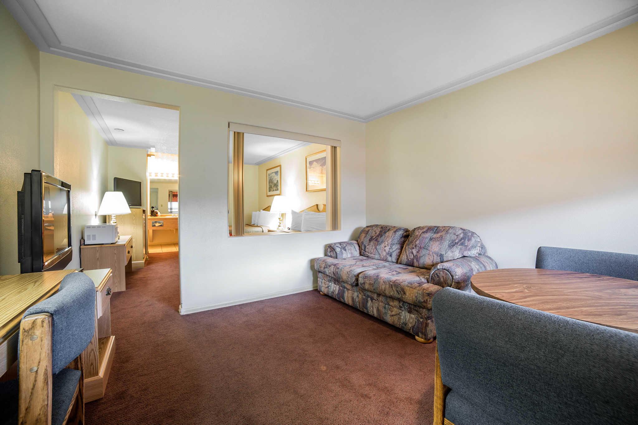 Rodeway Inn Pronghorn Lodge image 7