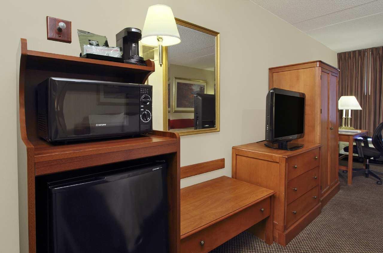 Hampton Inn & Suites Newtown image 16