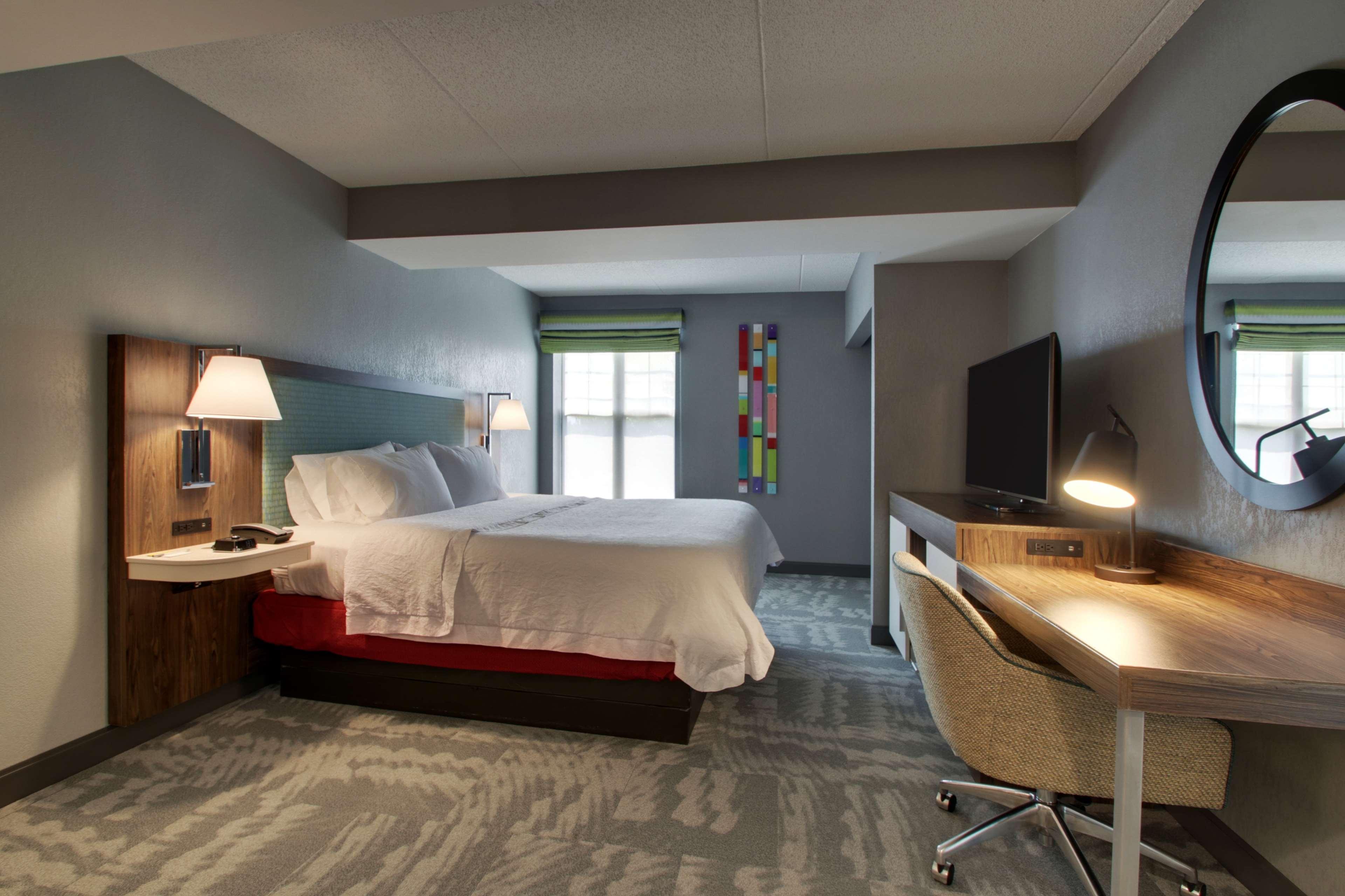 Hampton Inn & Suites Chicago/Aurora image 22