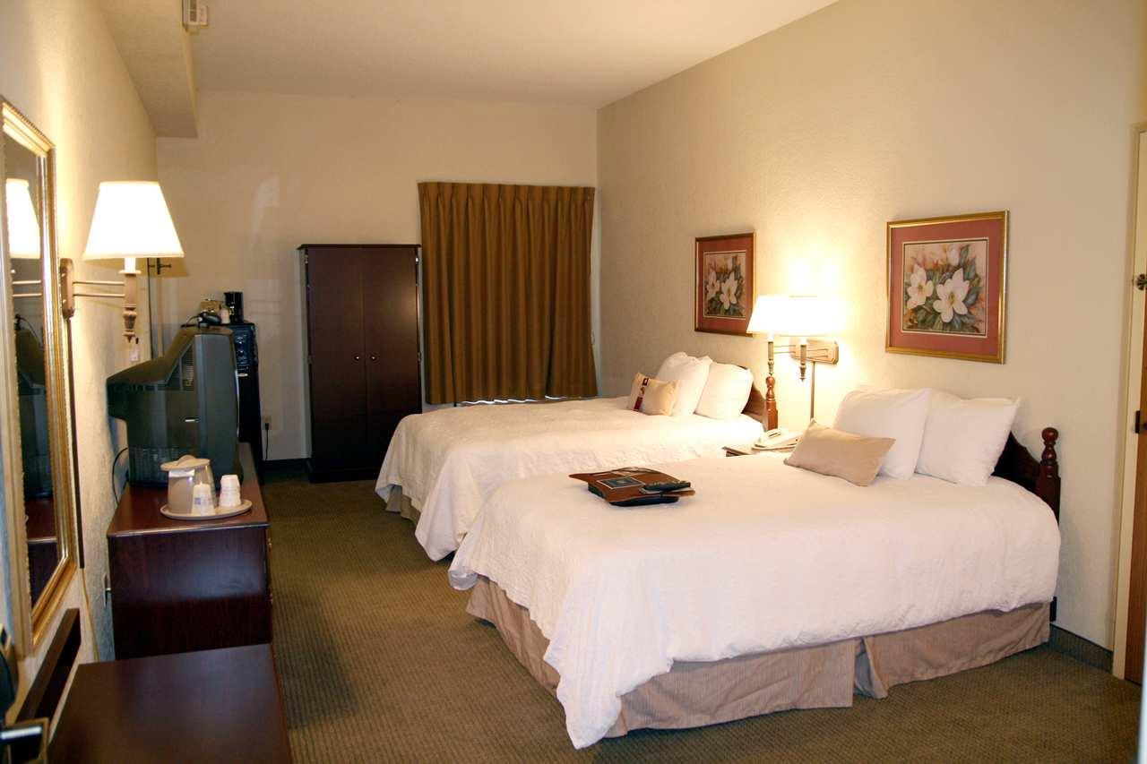 Hampton Inn Beaufort image 6