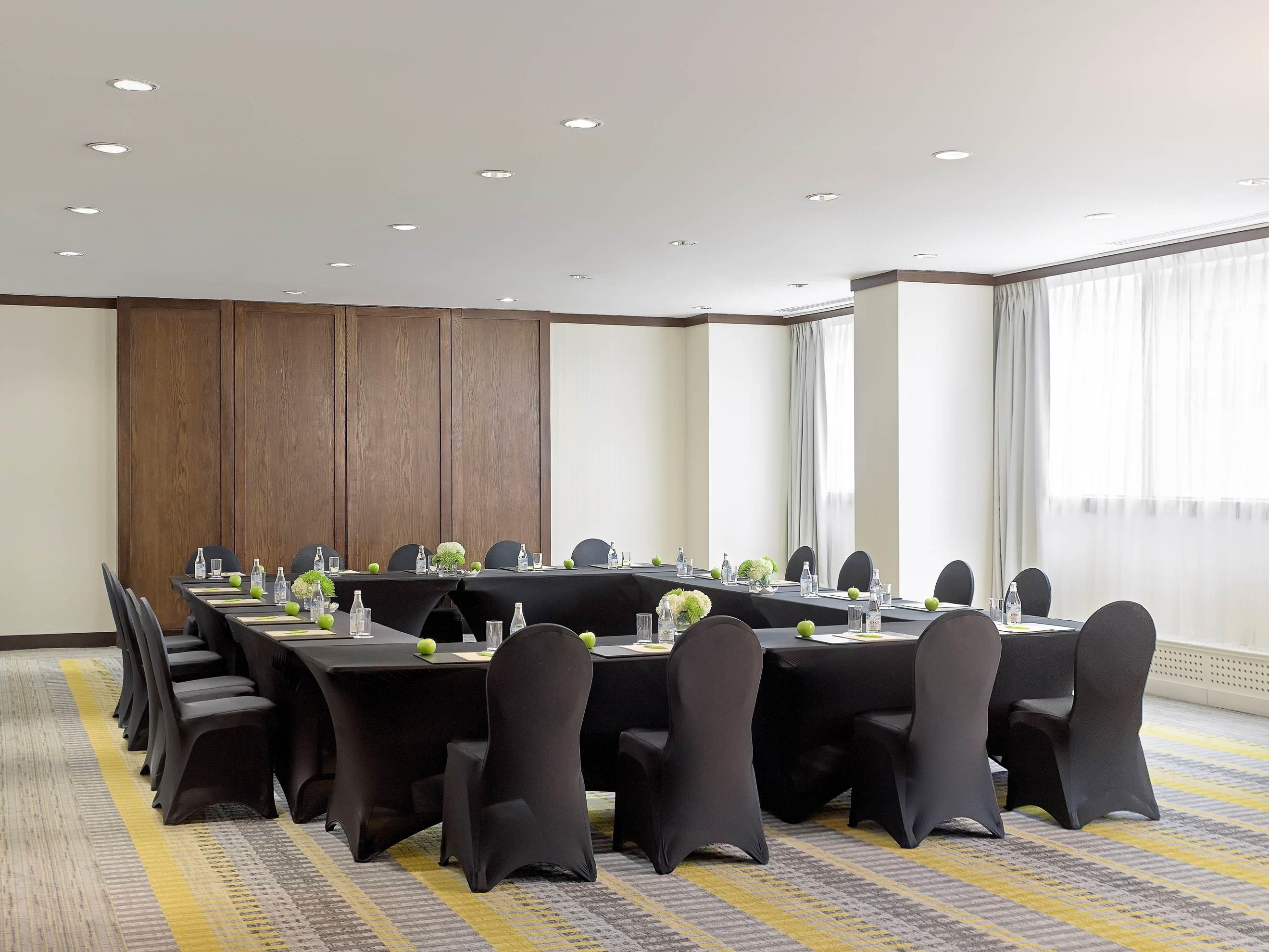 CHELSEA HOTEL, TORONTO in Toronto: Carlyle Room