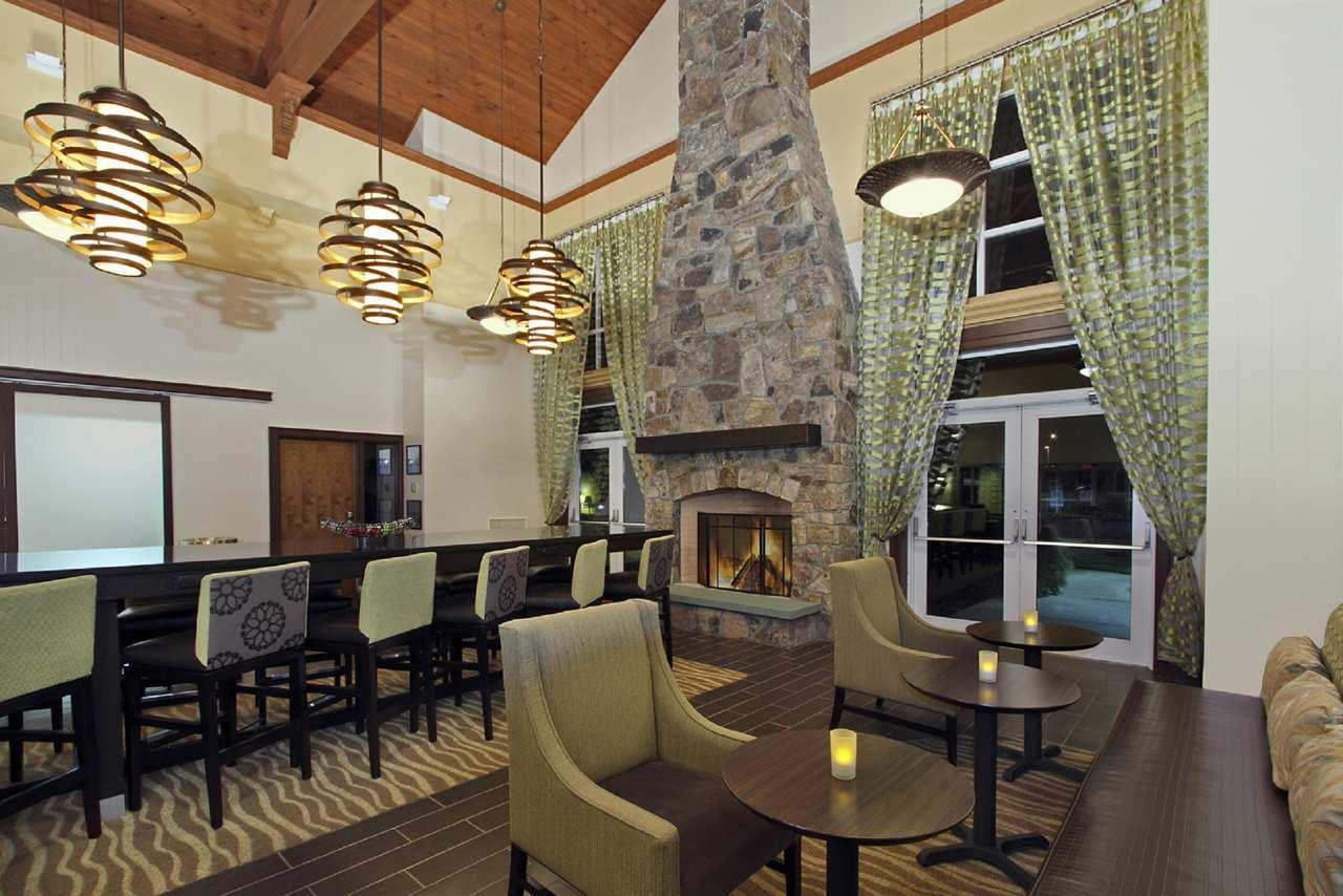 Hampton Inn & Suites Newtown image 2