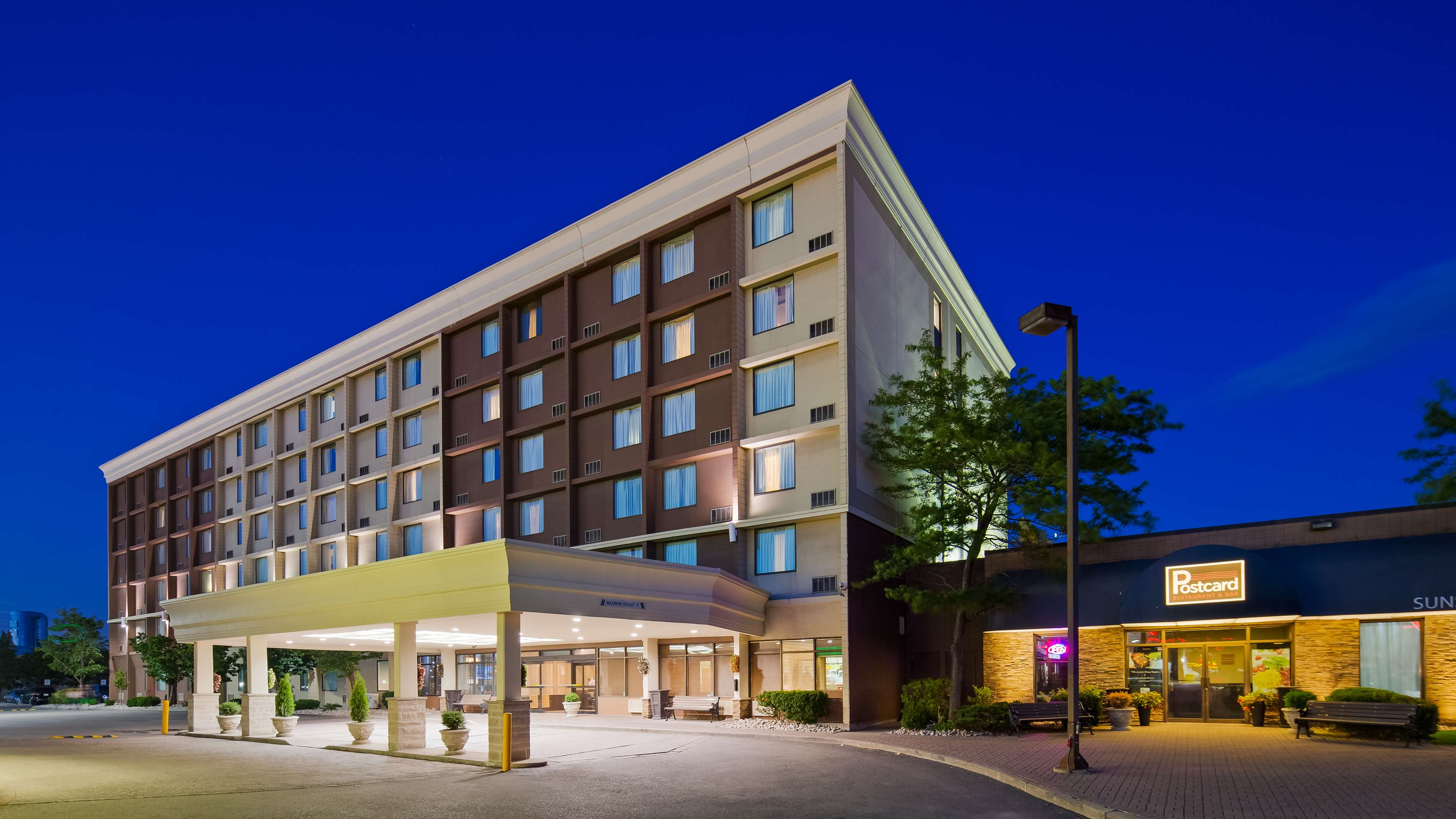 Best western plus toronto airport hotel 5825 dixie rd for Best western toronto