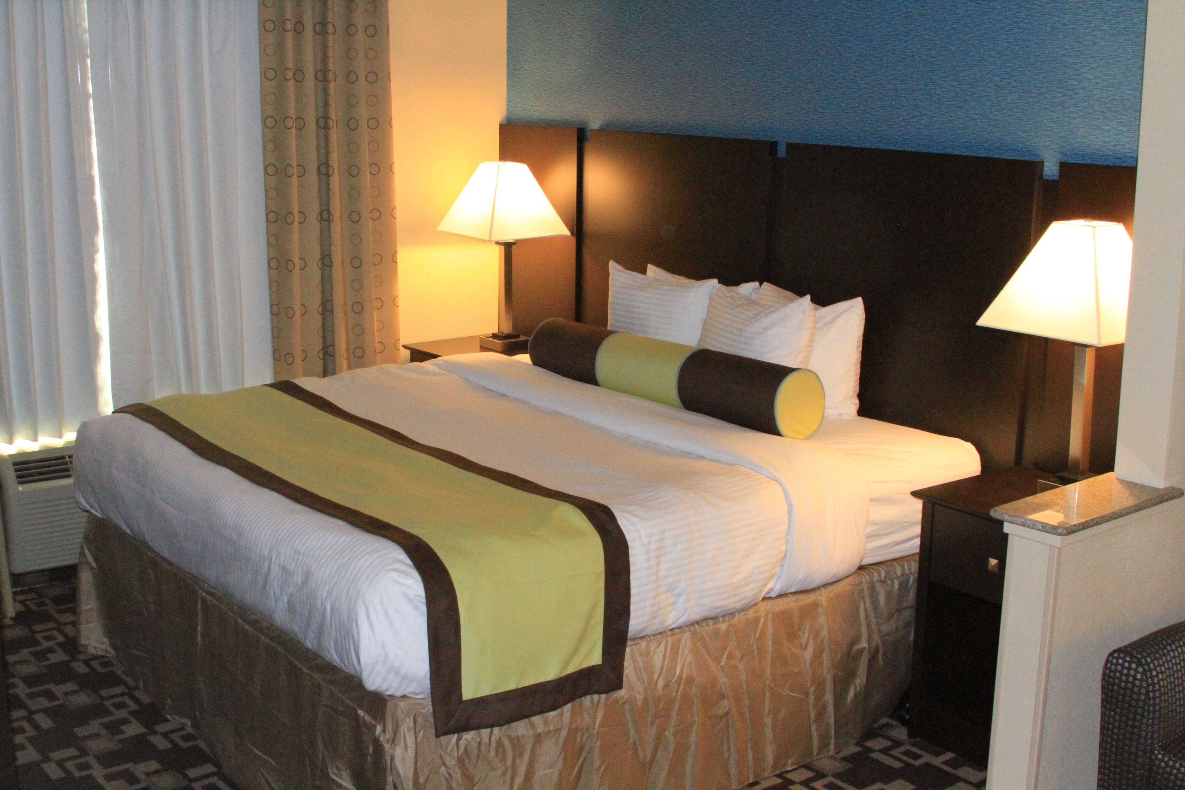 Best Western Plus Arlington North Hotel & Suites image 13