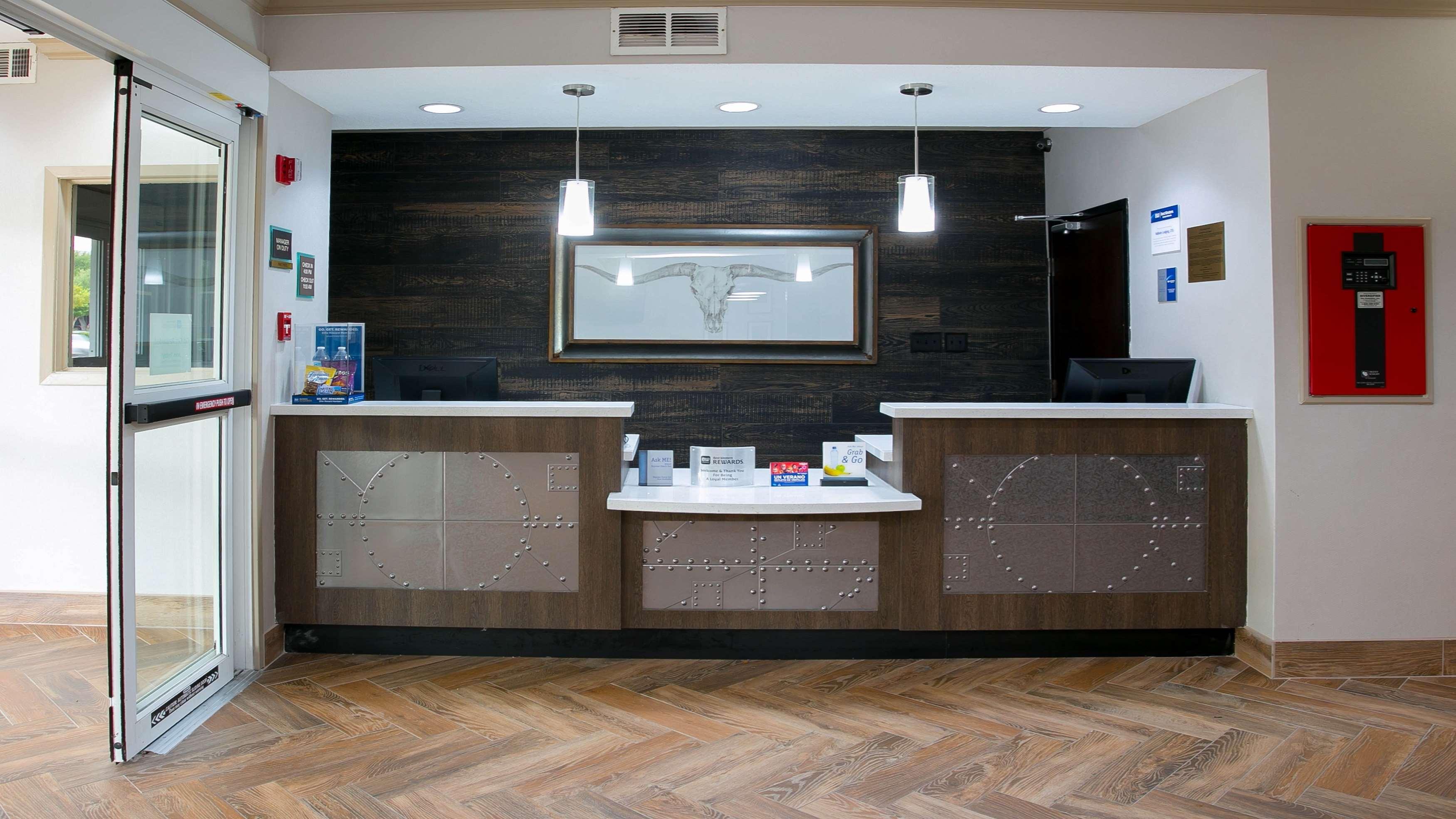 Best Western Plus Addison/Dallas Hotel image 2