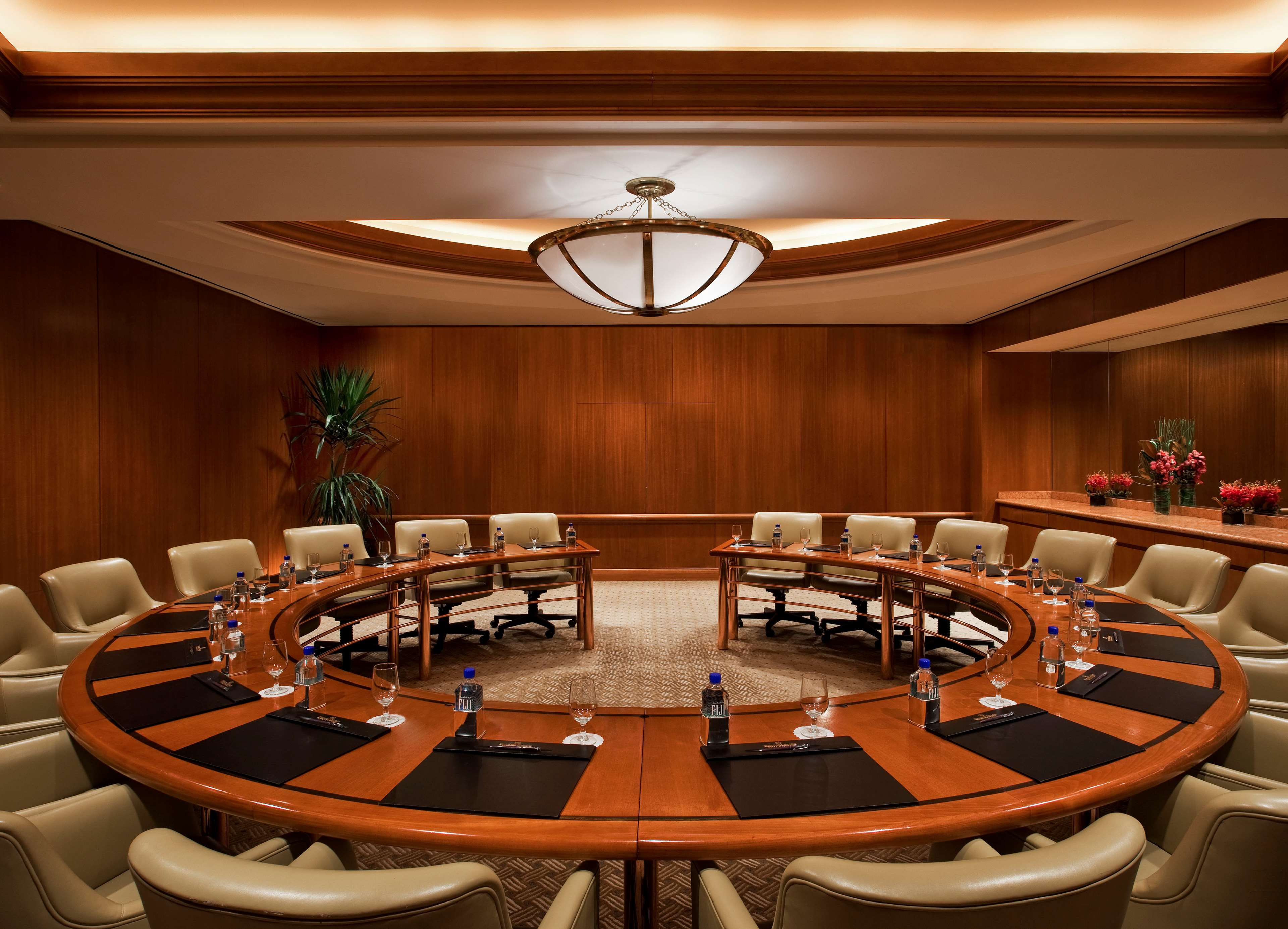 business chicago il meeting Host your next meeting at workspring located in the loop in the heart of chicago, our innovative spaces will jumpstart your team and help creativity flow.
