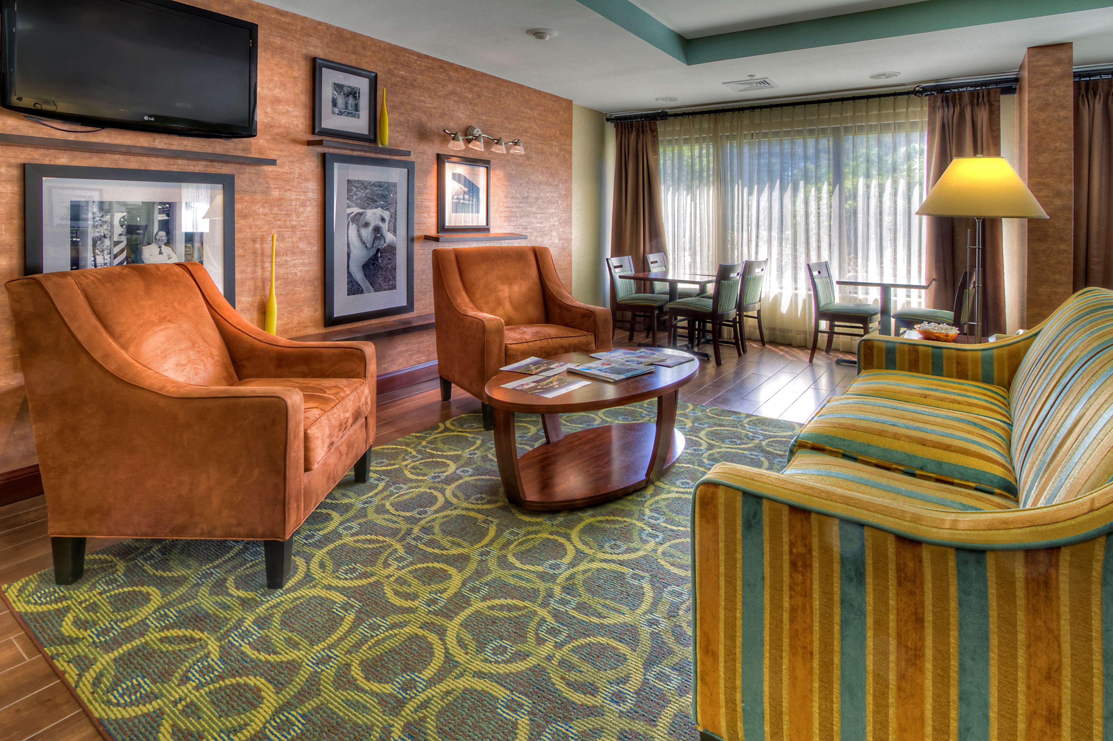 Hampton Inn Goldsboro image 5