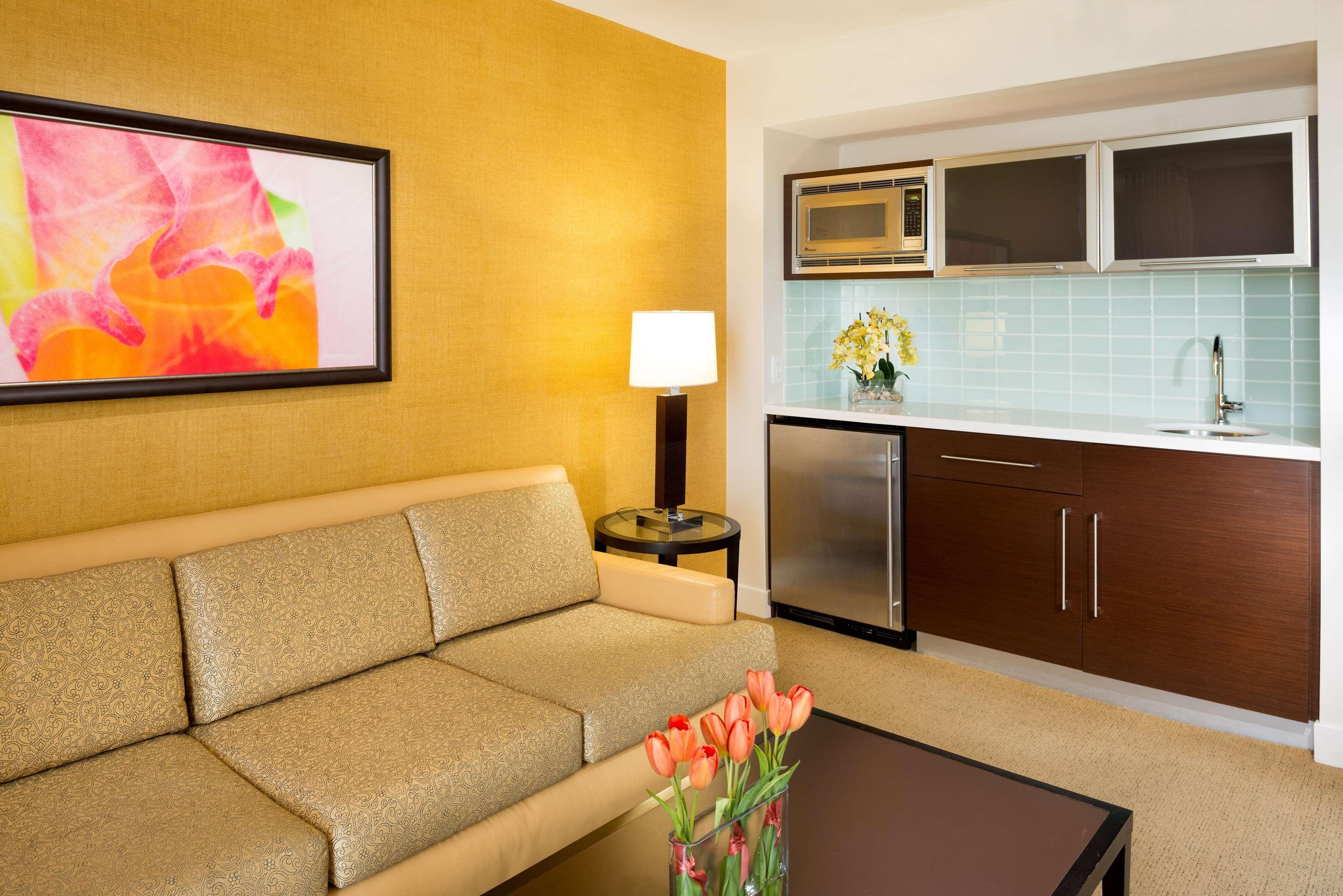 Hilton Waikiki Beach image 29