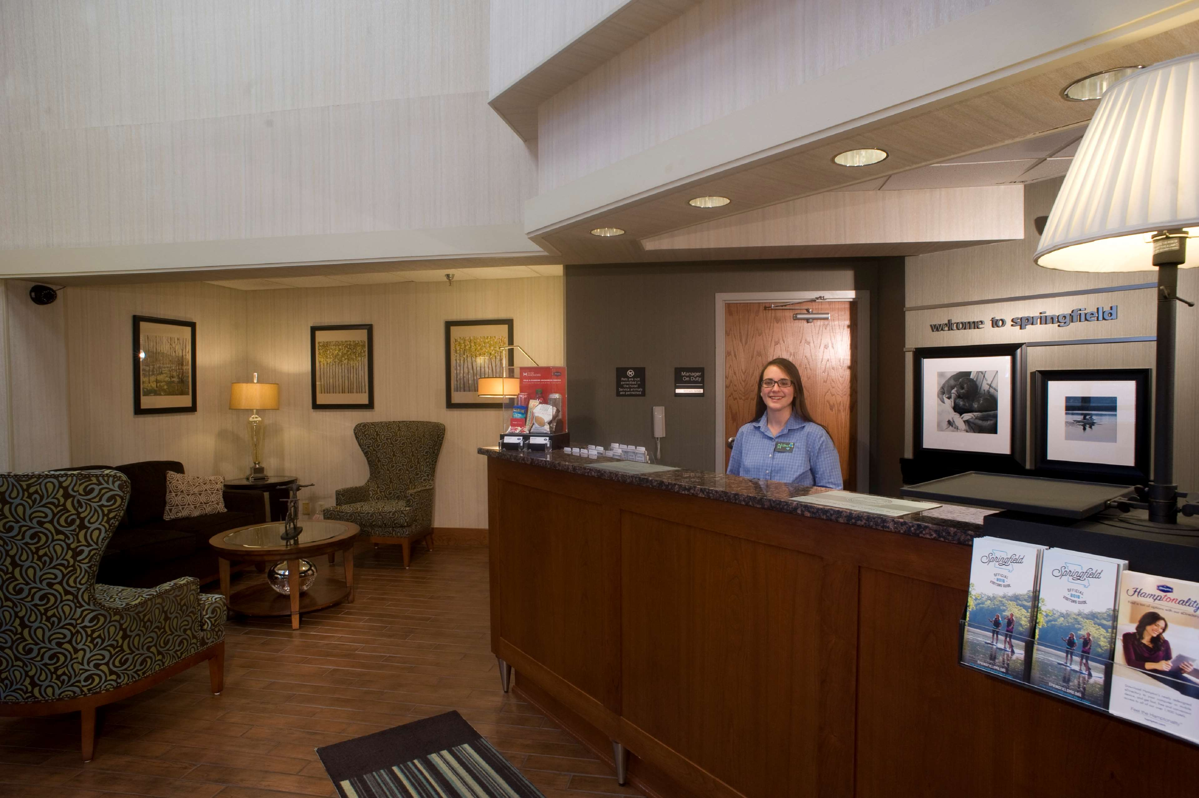 Hampton Inn Springfield-South image 3