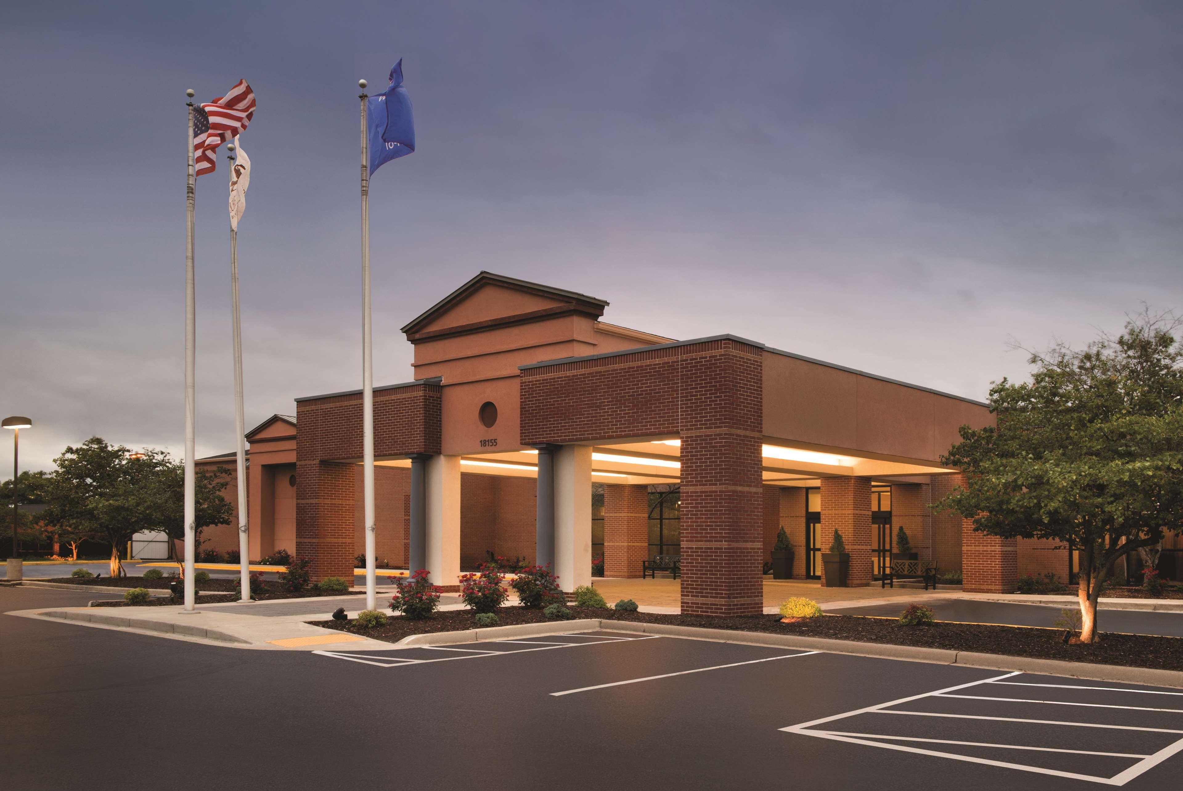 DoubleTree by Hilton Hotel Milwaukee - Brookfield image 3