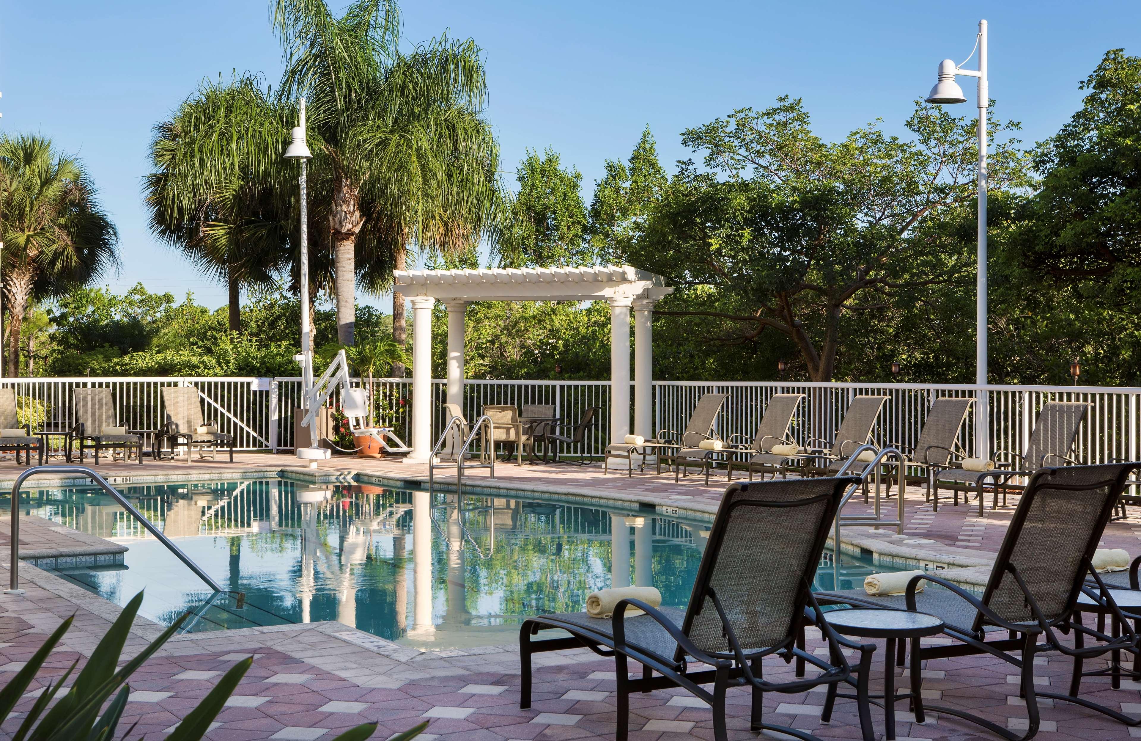 DoubleTree Suites by Hilton Hotel Naples image 9