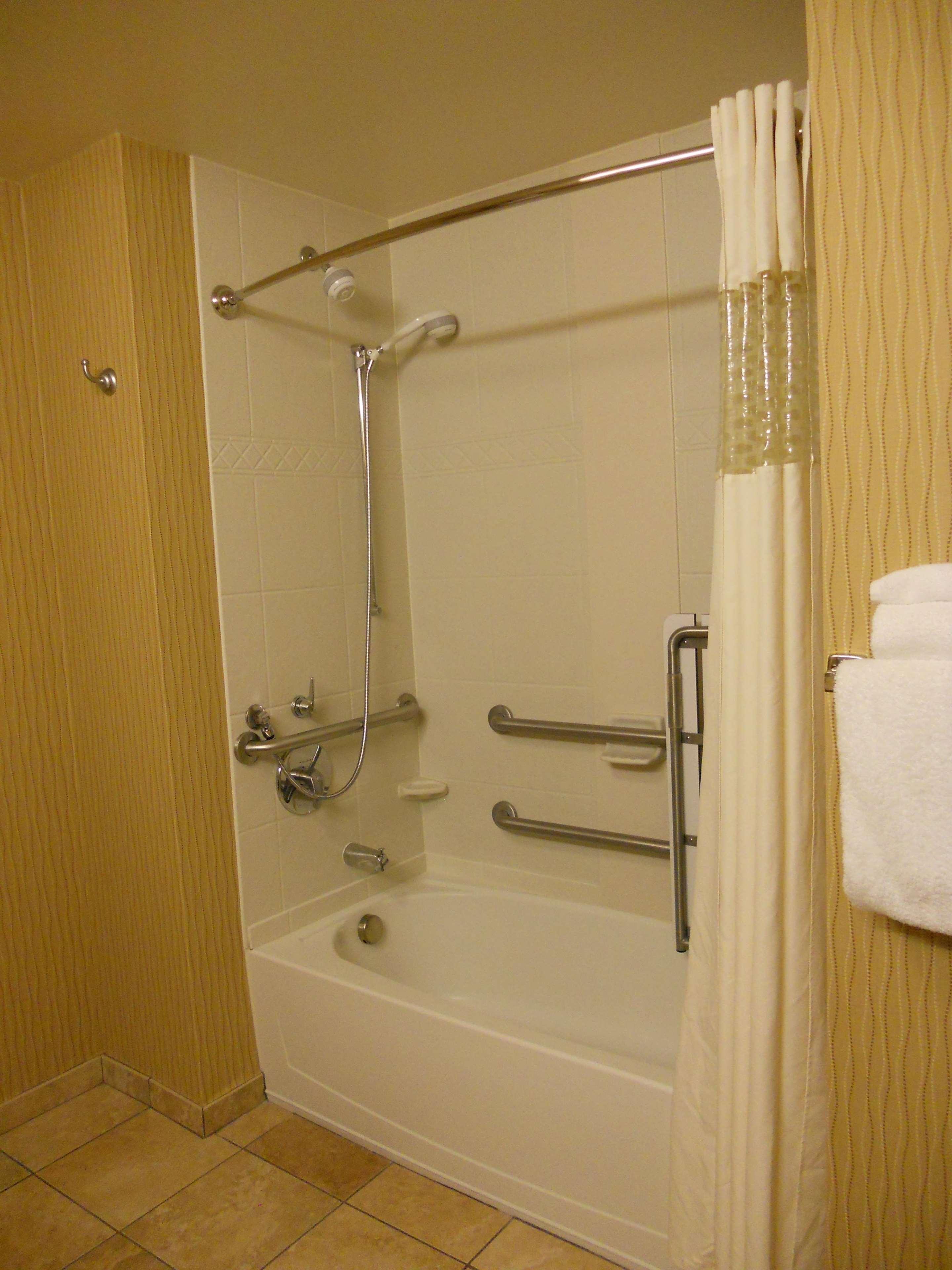 Hampton Inn & Suites Cincinnati/Uptown-University Area image 21