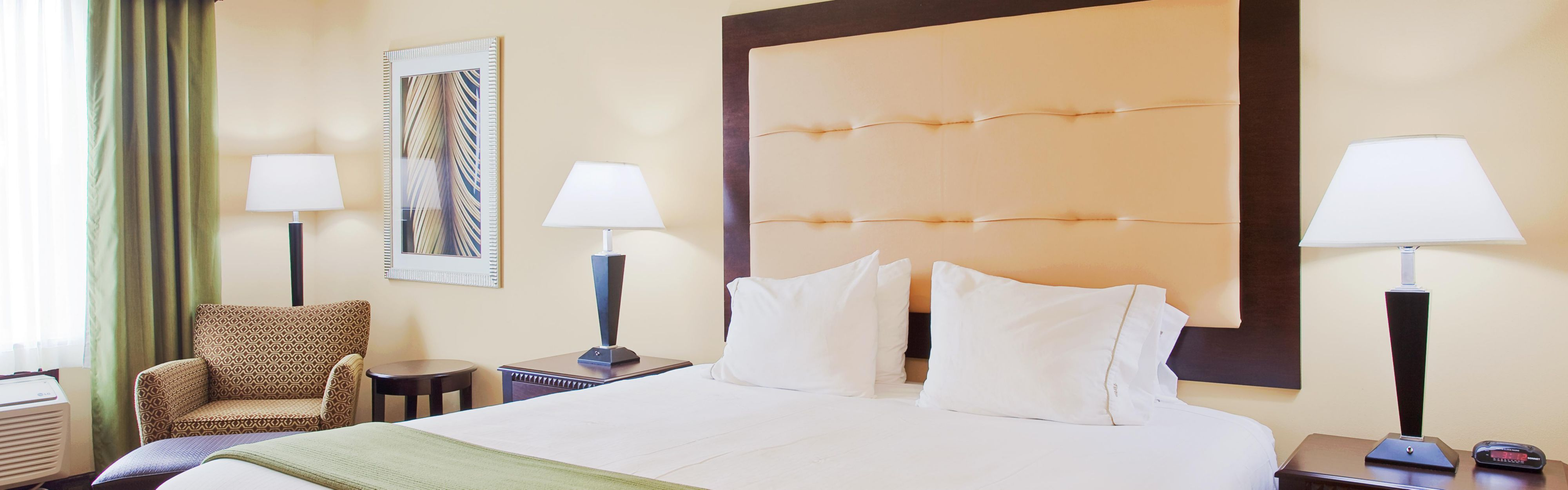 Holiday Inn Express & Suites Foley - N Gulf Shores image 1