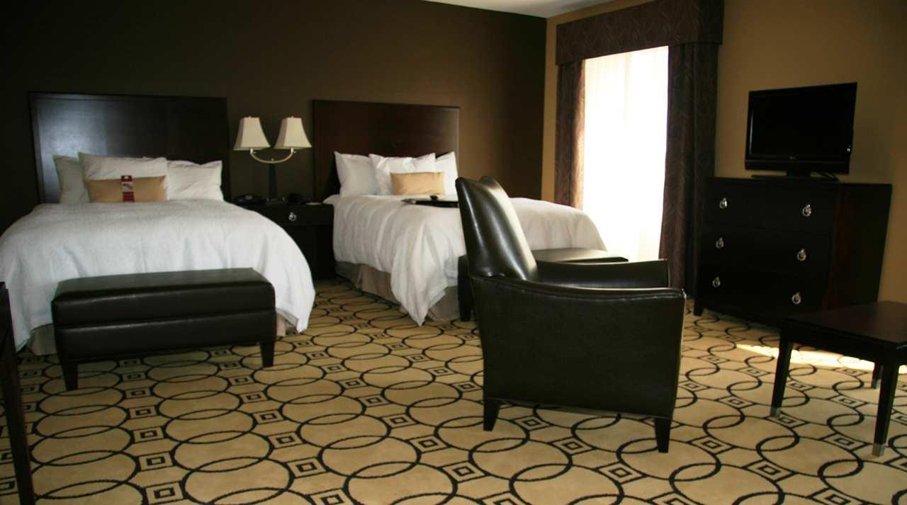 Hampton Inn & Suites Brunswick image 5