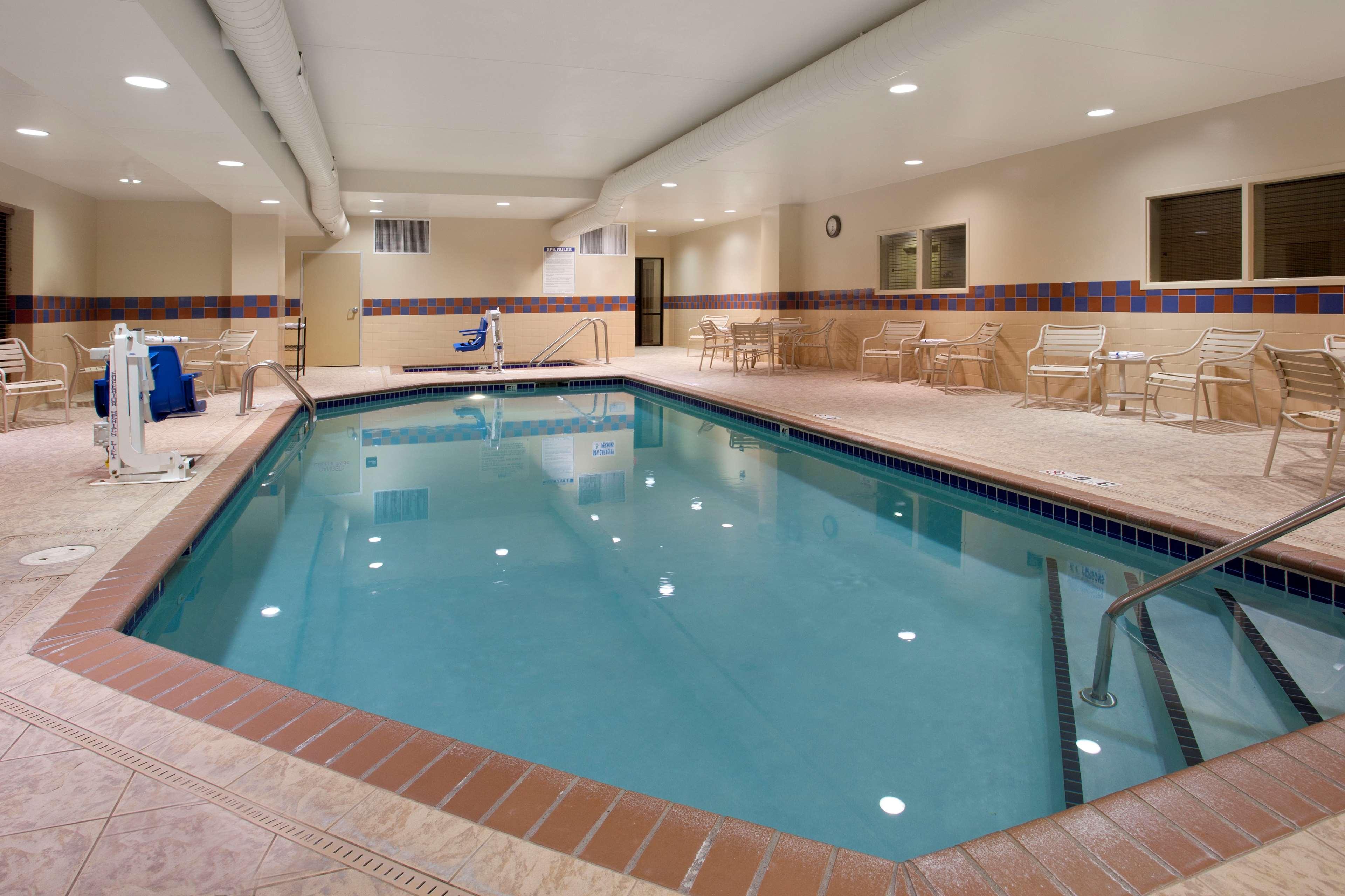 Hampton Inn Suites Minneapolis St Paul Arpt-Mall of America image 3
