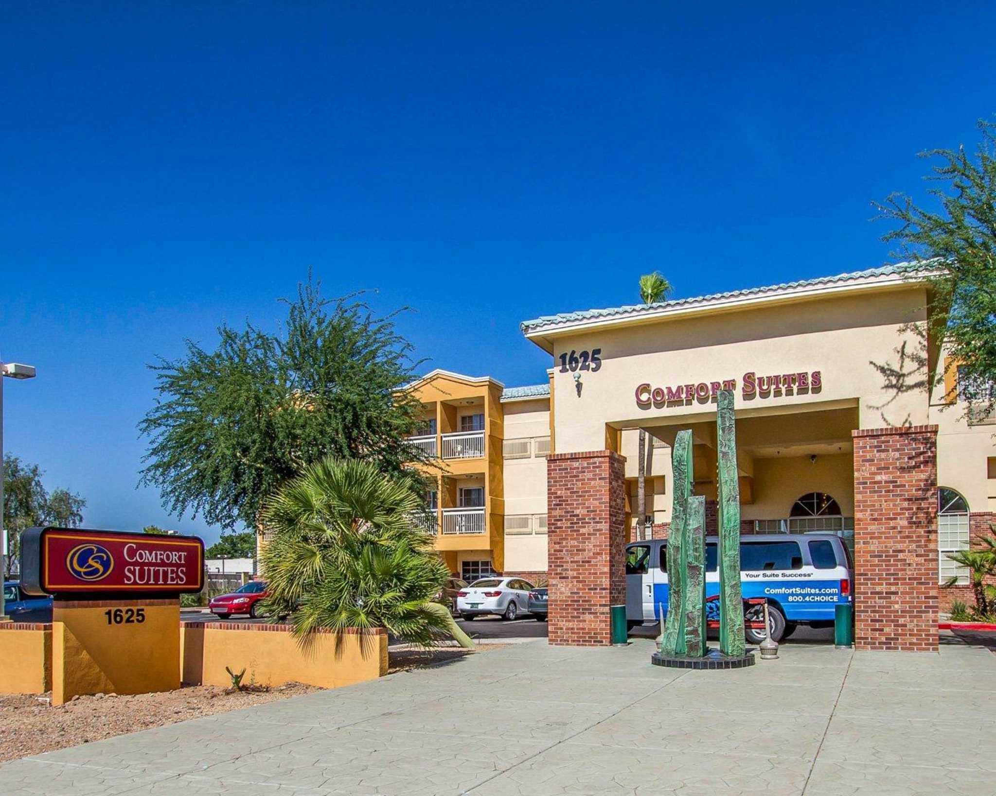 Comfort Suites Phoenix Airport image 1