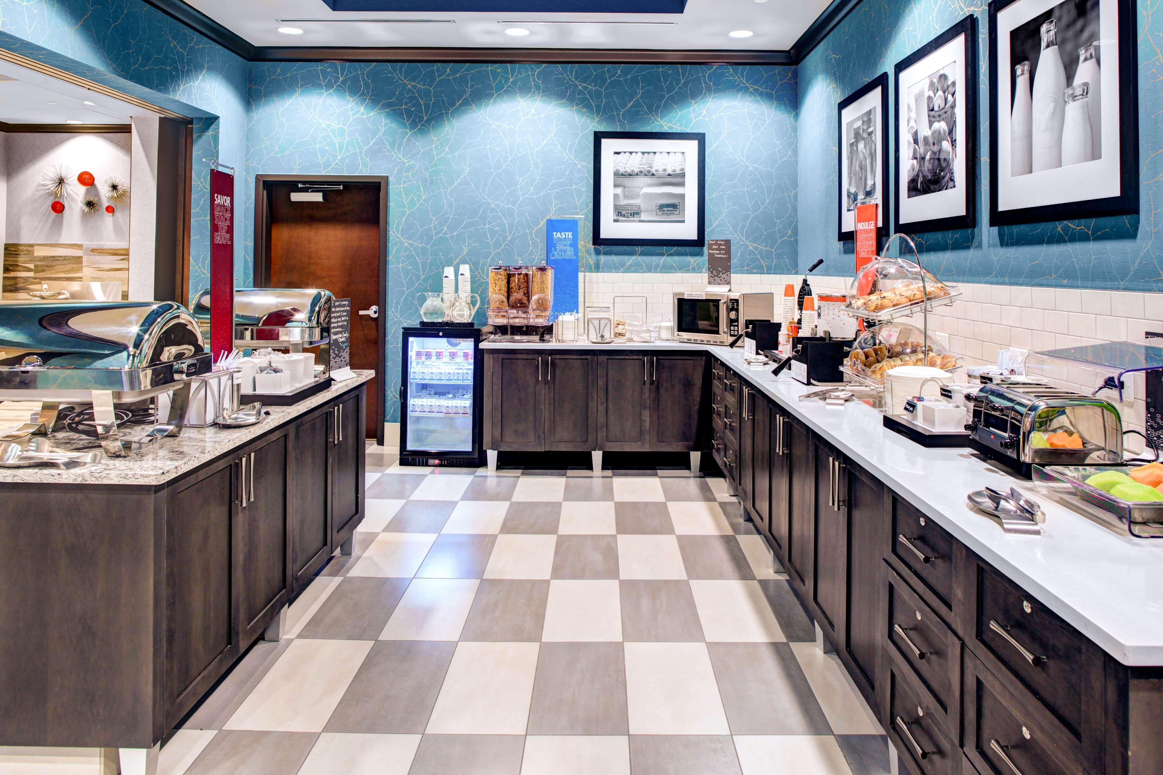 Hampton Inn & Suites by Hilton Atlanta Perimeter Dunwoody image 6