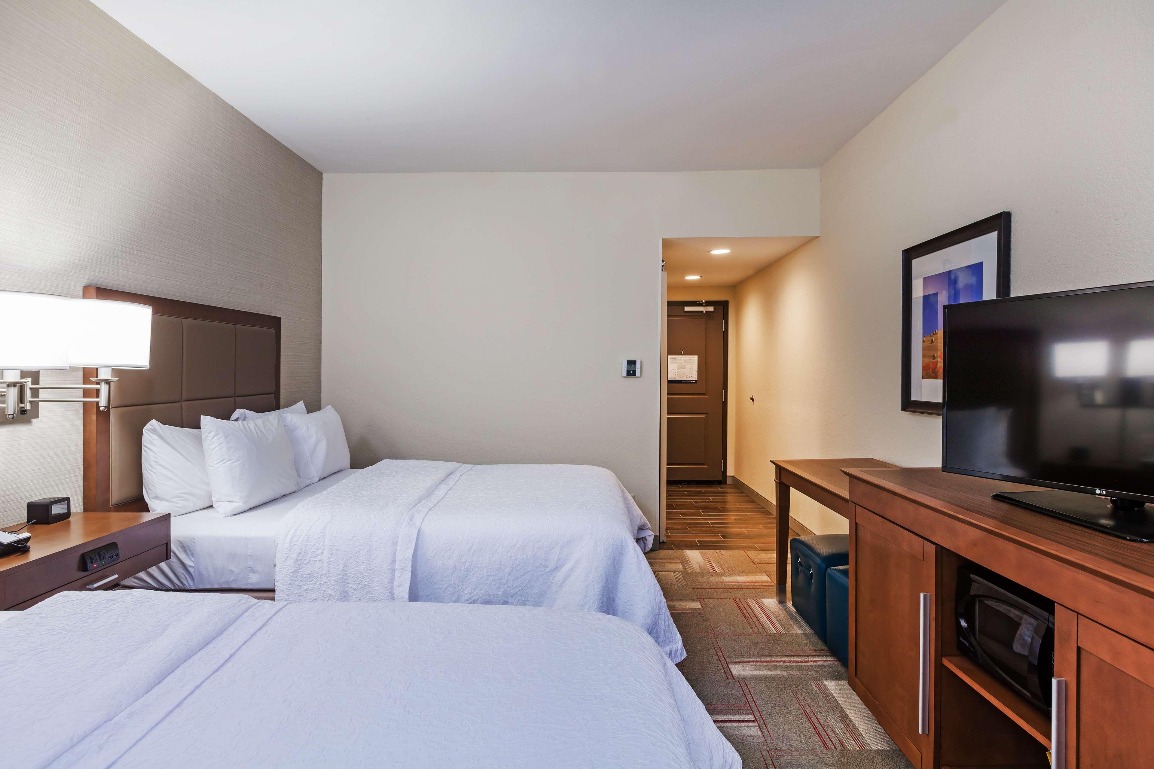 Hampton Inn & Suites Claremore image 14