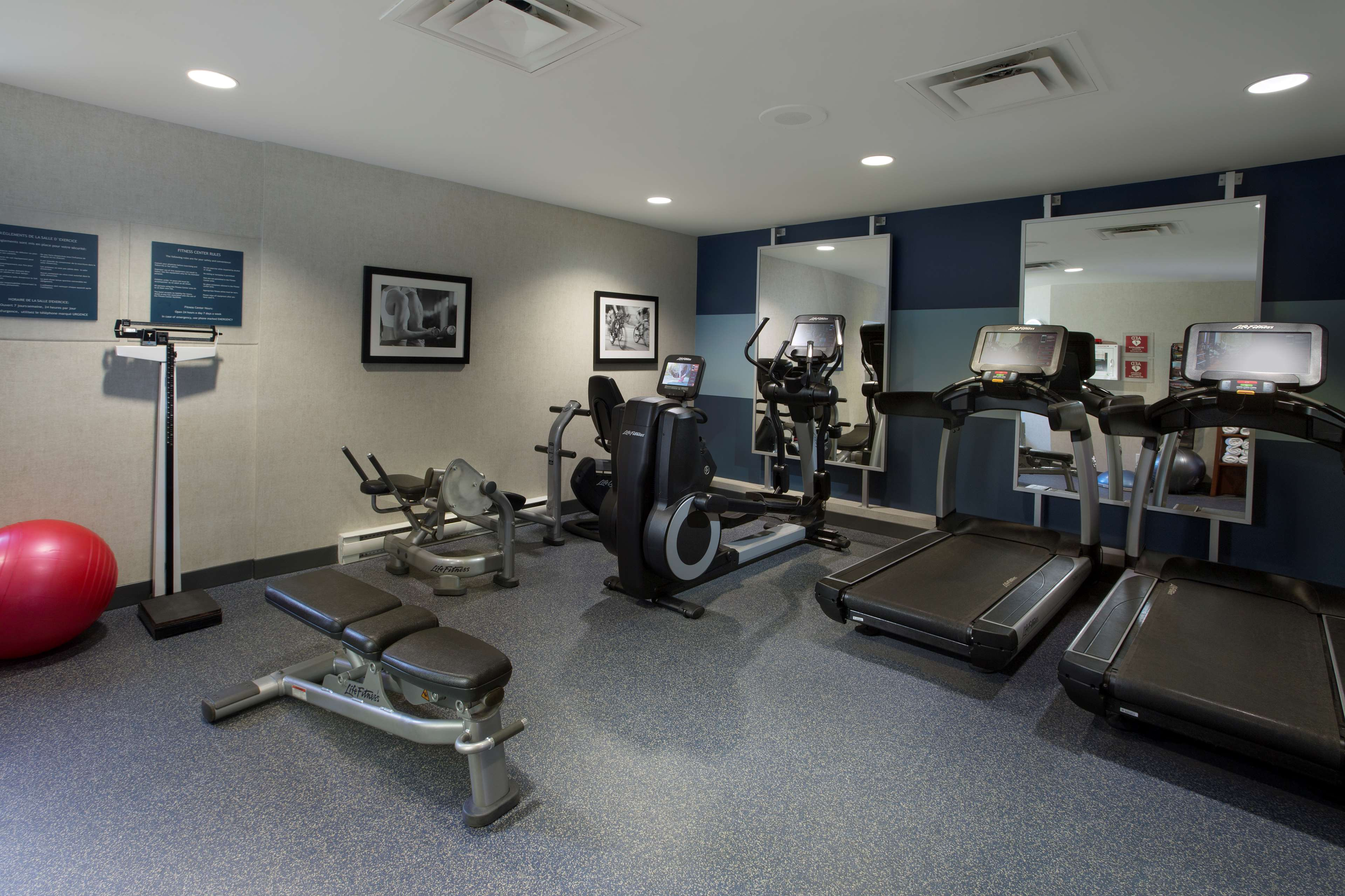 Four Points by Sheraton Hotel & Conference Centre Gatineau-Ottawa à Gatineau: Fitness room