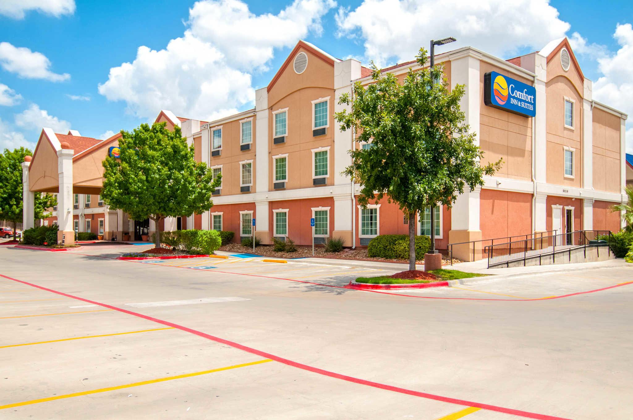 Comfort Inn & Suites Near Medical Center image 1