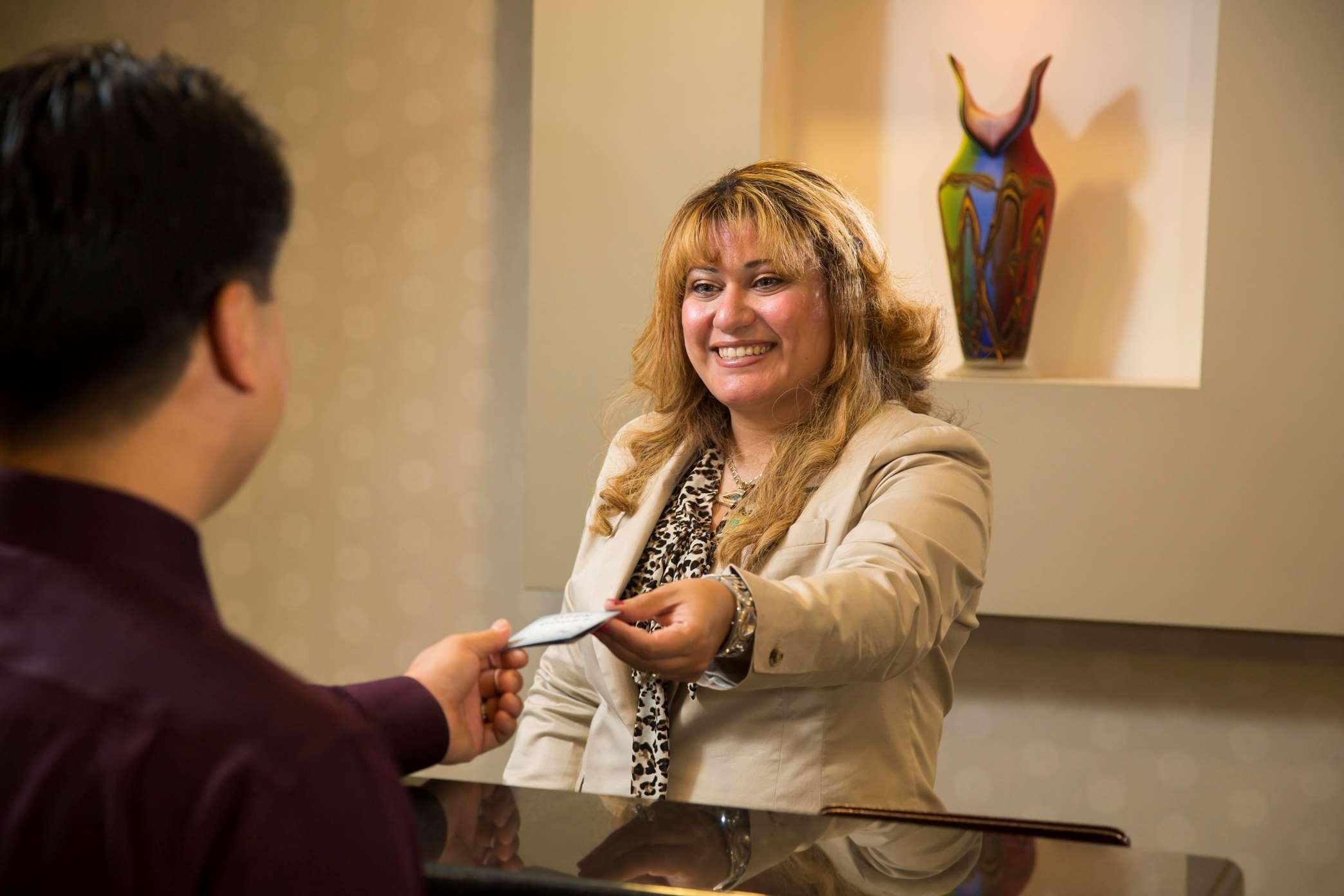 Embassy Suites by Hilton Detroit Troy Auburn Hills image 4