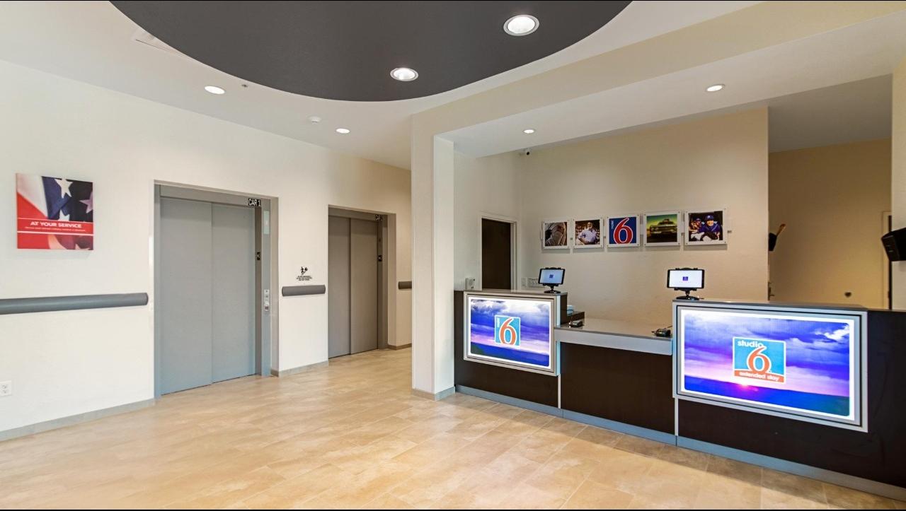 Studio 6 Austin TX - Airport image 6