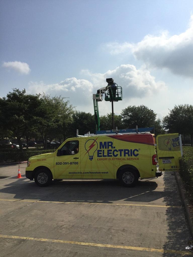 Mr. Electric image 3