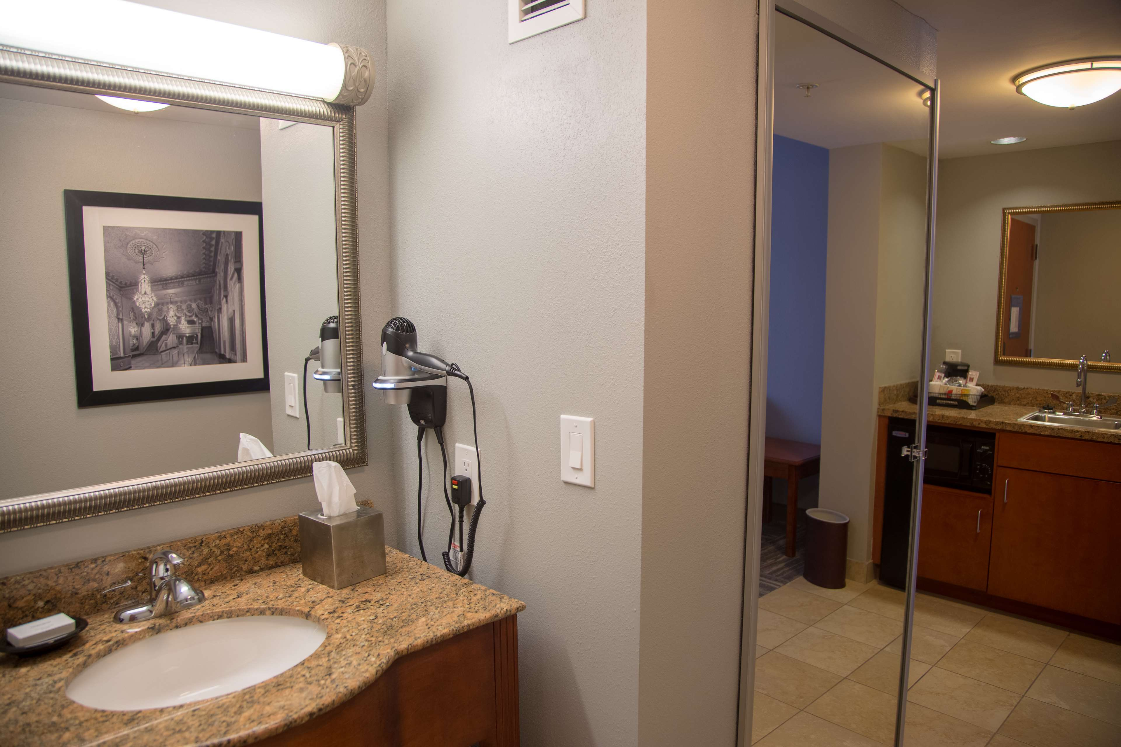 Hampton Inn & Suites Knoxville-Downtown image 17