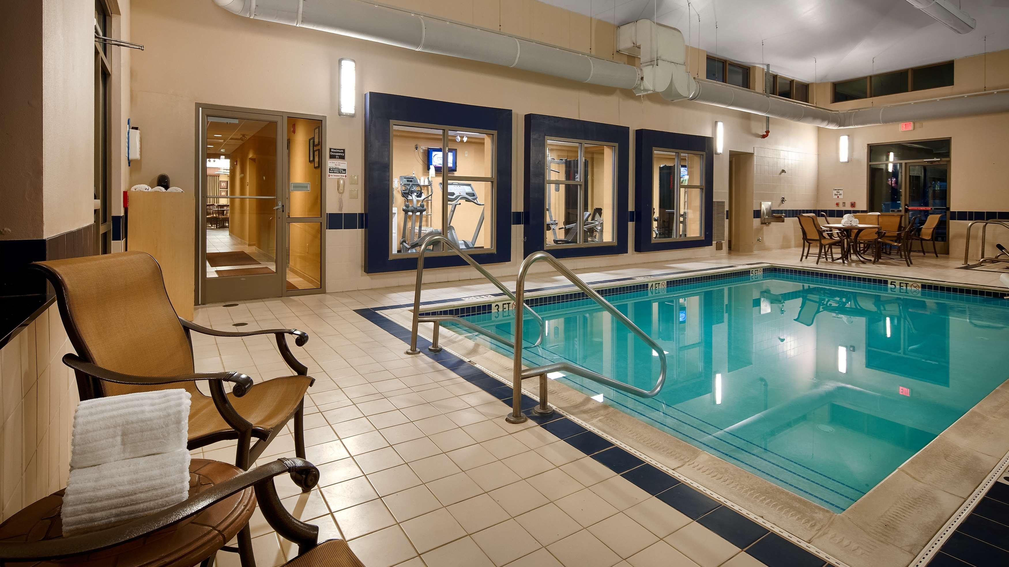 Best Western Plus University Park Inn & Suites image 2